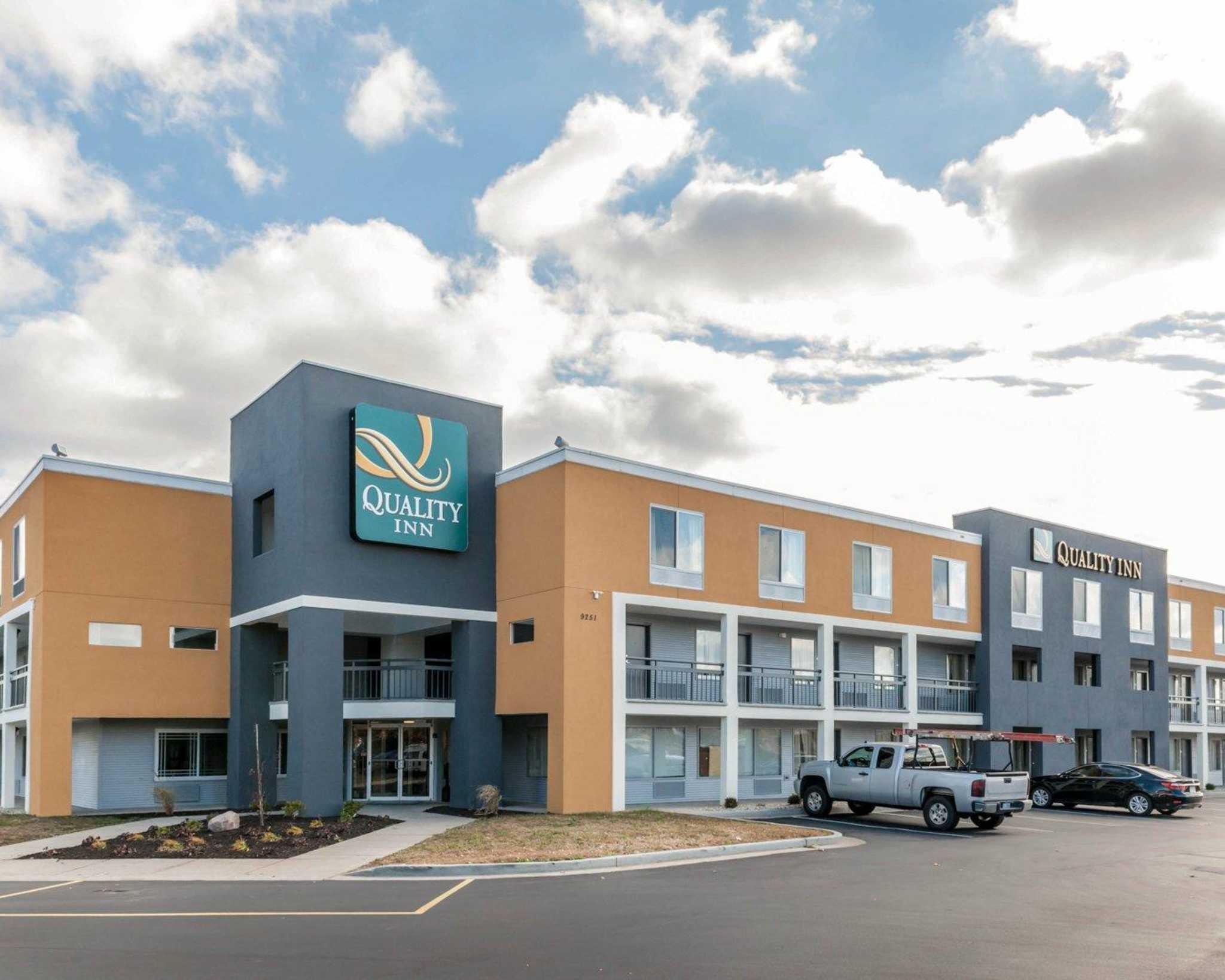 Quality Inn Northwest image 1