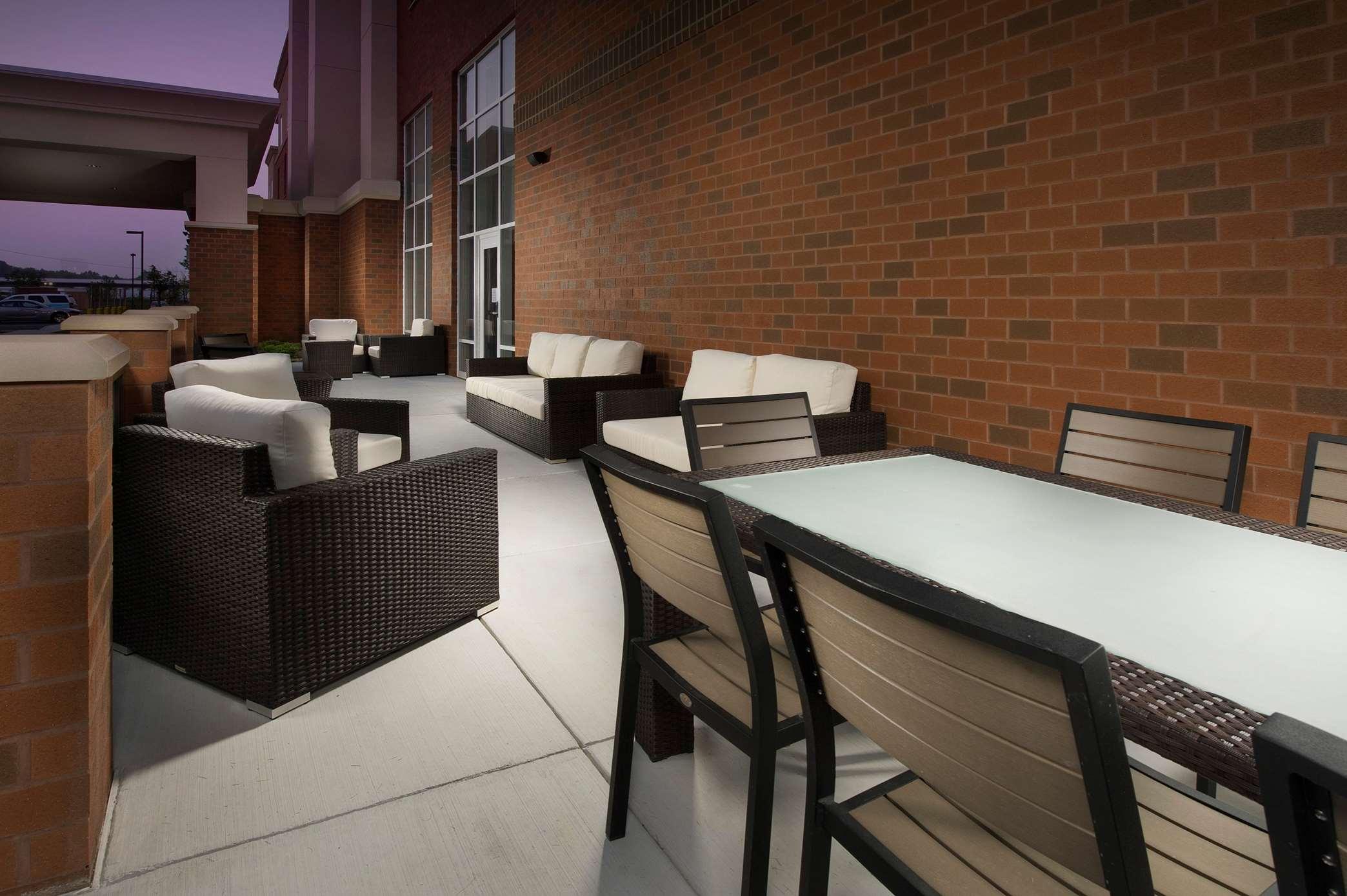 Hampton Inn & Suites Syracuse/Carrier Circle image 17
