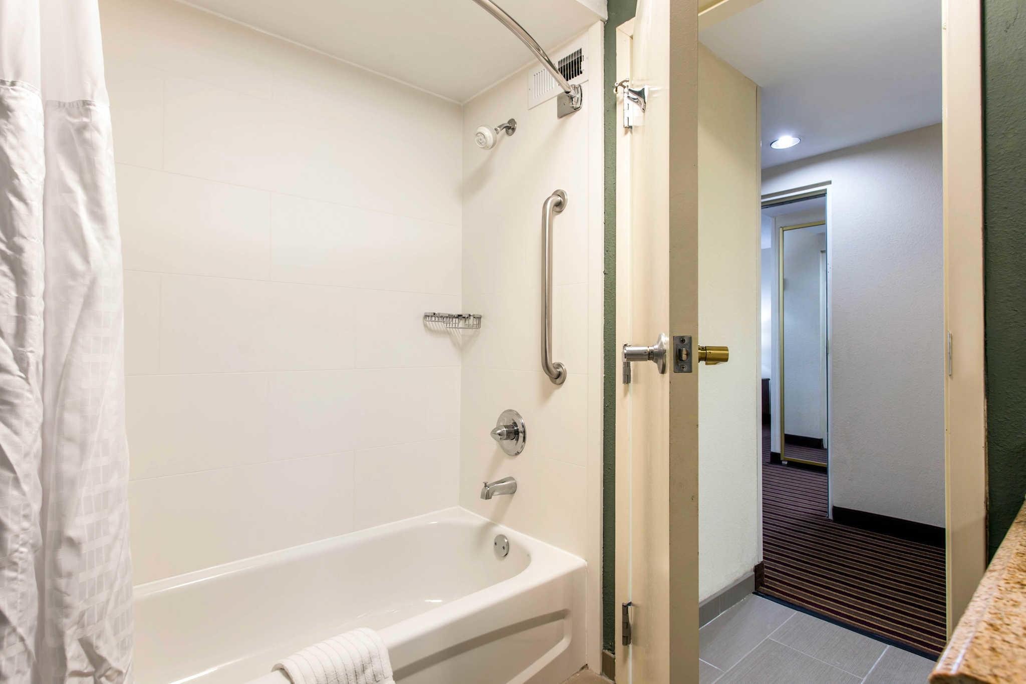 Comfort Inn & Suites Crabtree Valley image 22