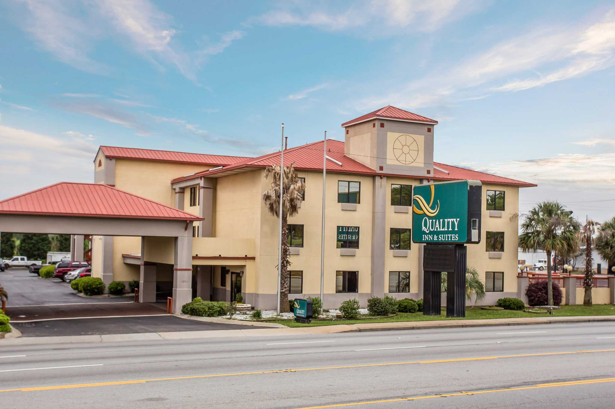 Quality Inn & Suites Ft. Jackson Maingate image 0
