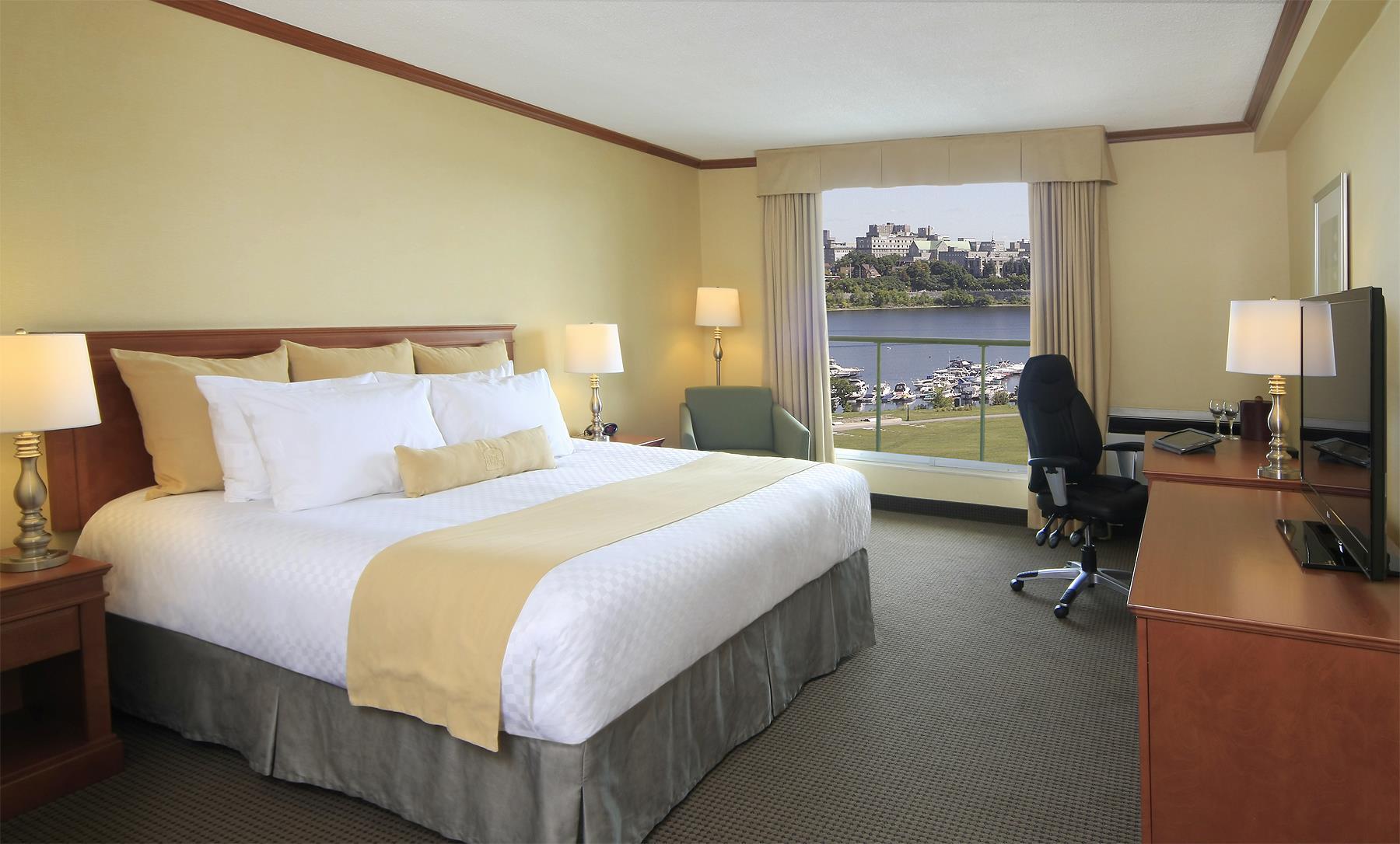 Best Western Plus Gatineau-Ottawa à Gatineau: King Bed Guest Room River View