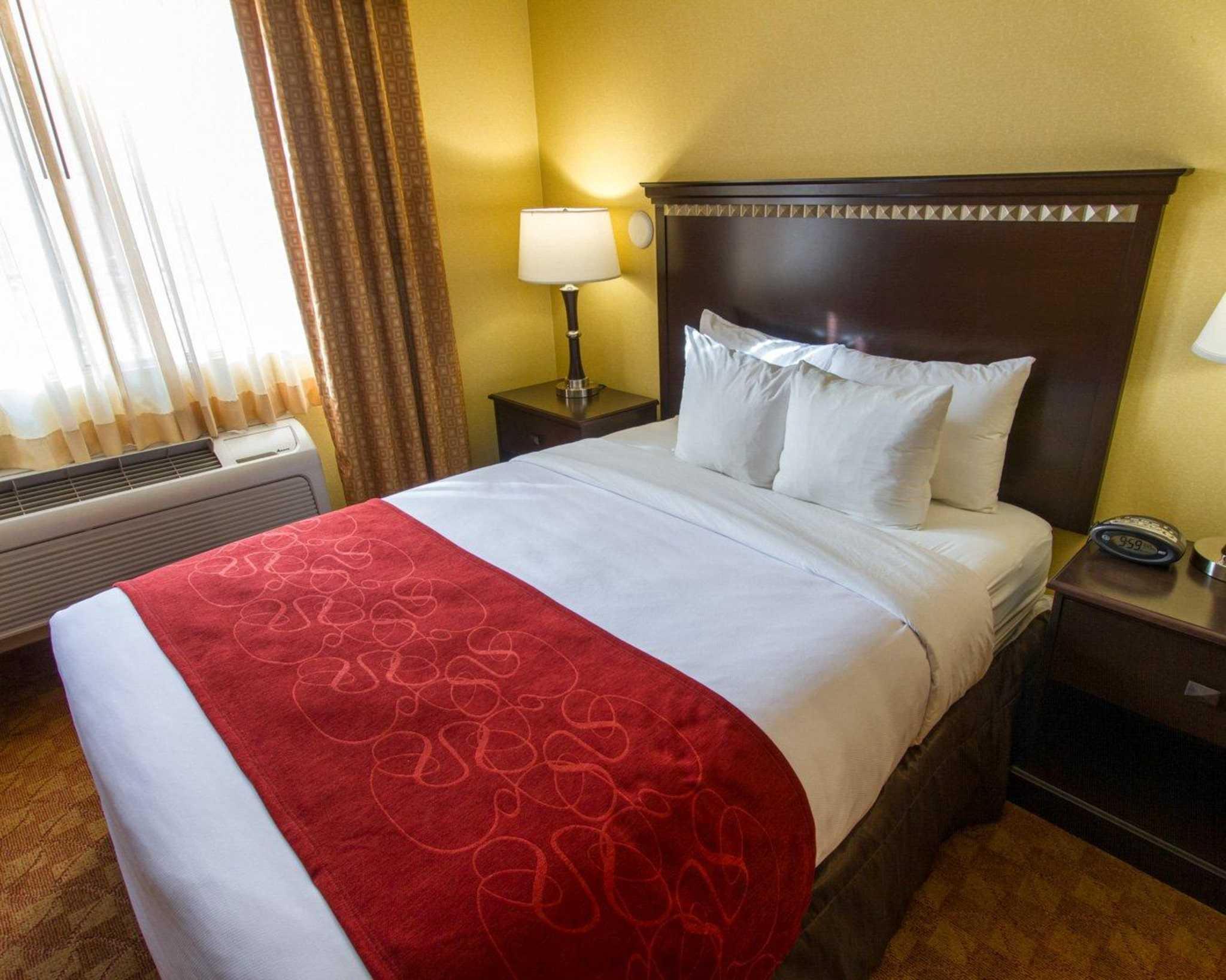Comfort Suites Phoenix Airport image 21