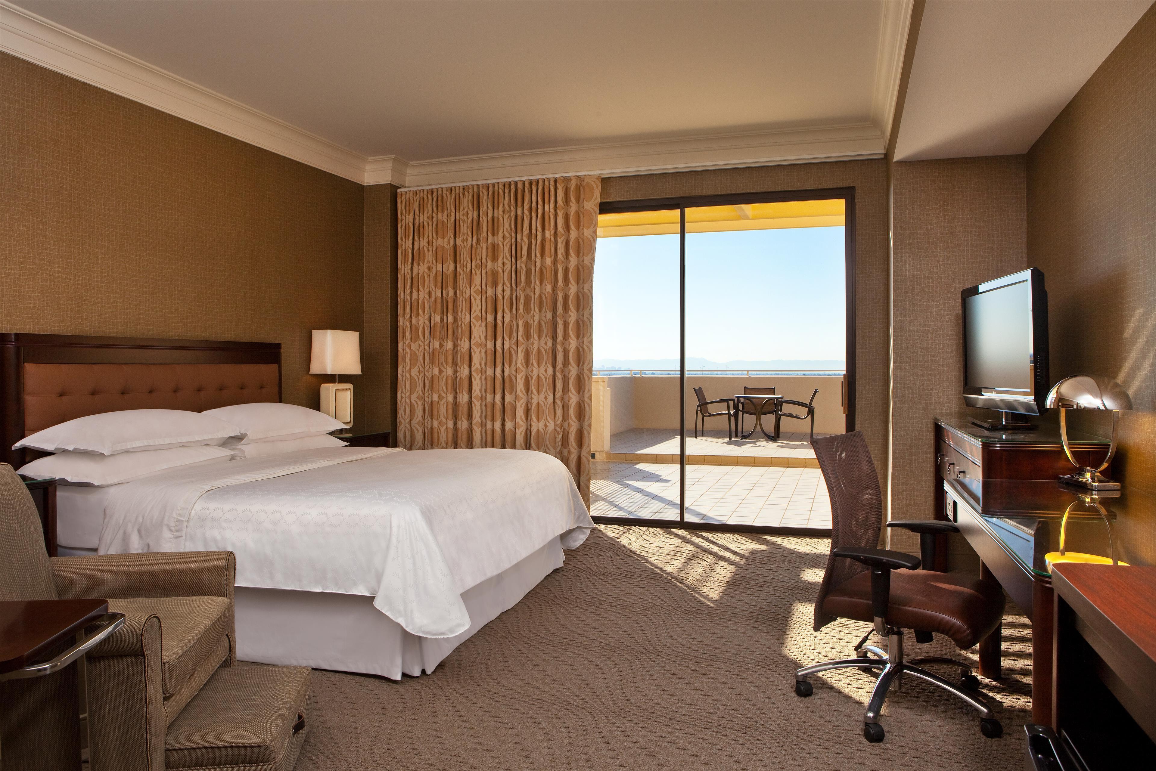 Sheraton Crescent Hotel image 9
