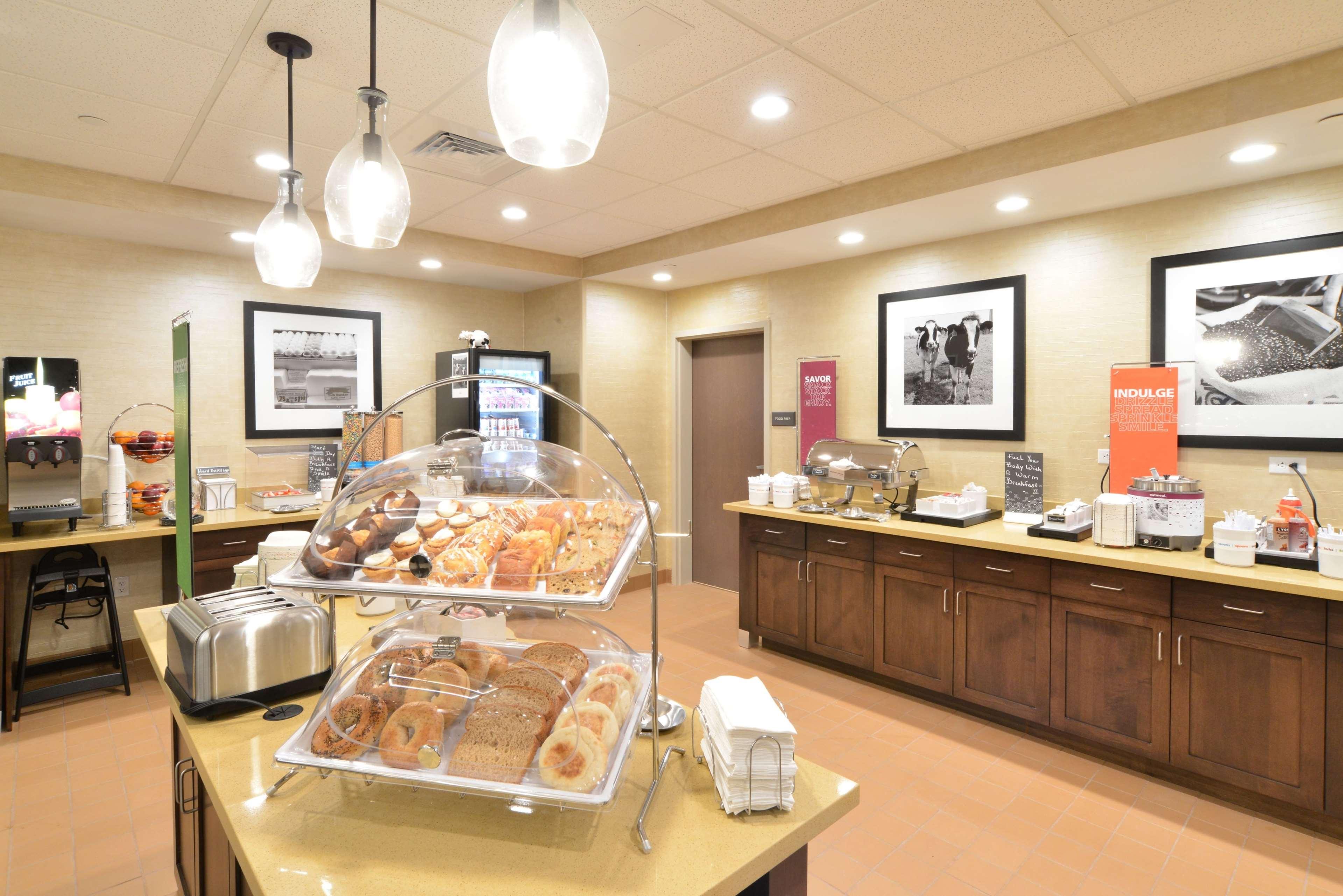 Hampton Inn & Suites Menomonie-UW Stout image 3