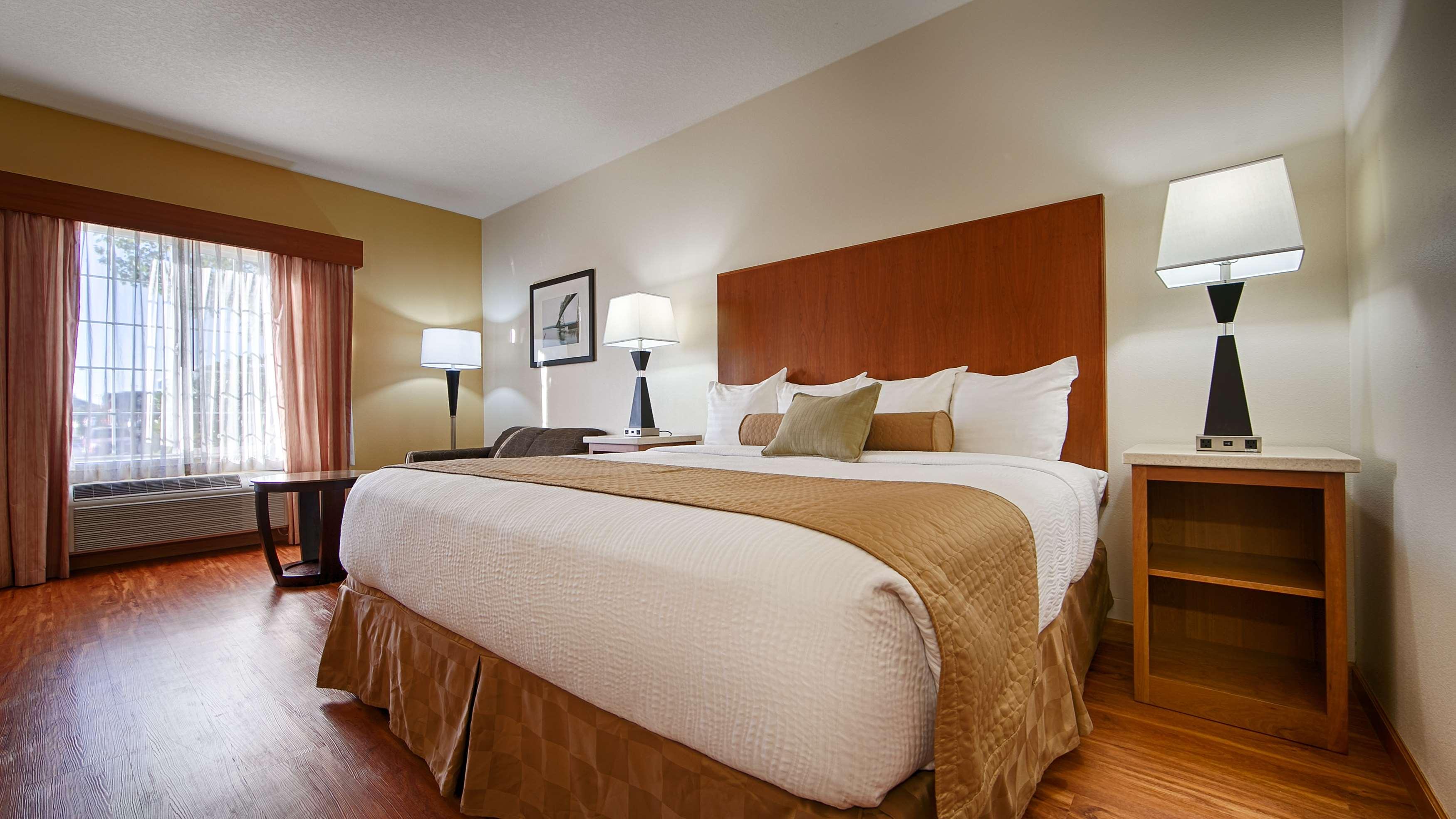 Best Western Plus Park Place Inn & Suites image 9