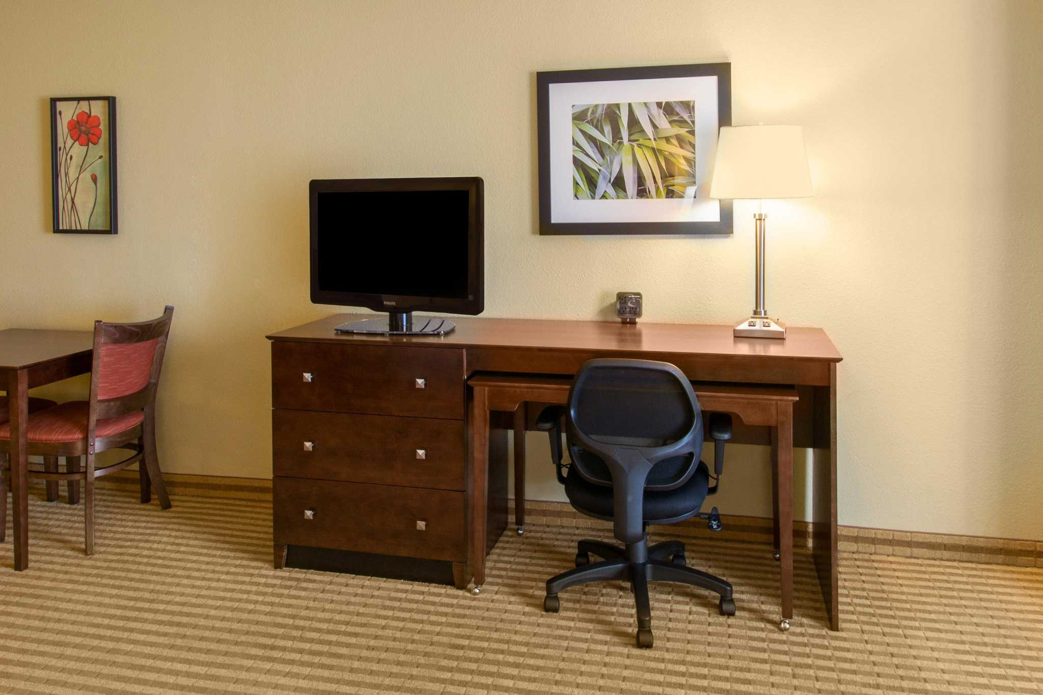 Comfort Suites Near Universal Orlando Resort image 17
