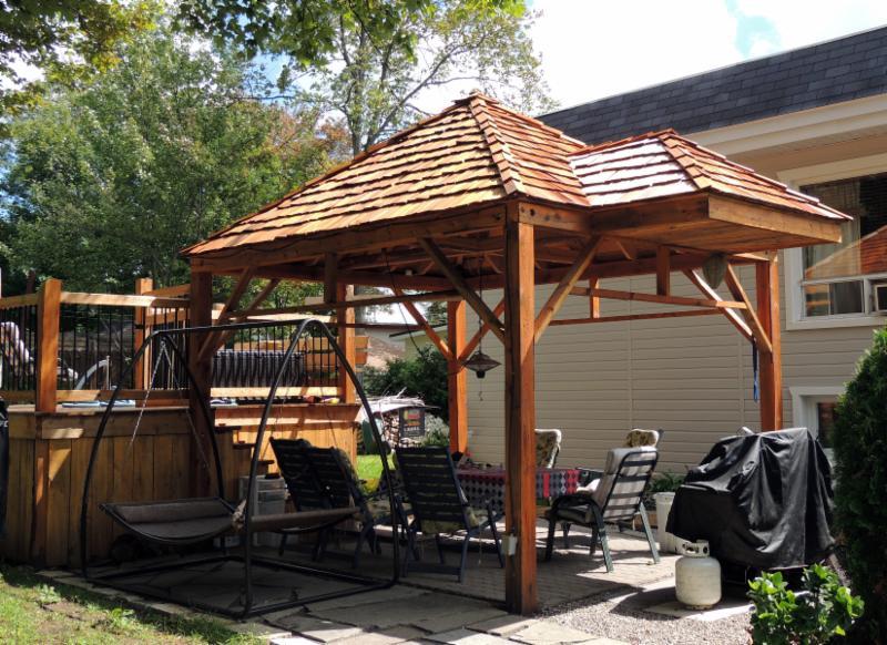 Conception Horticole Du Nord à Saint-Jérôme: wooden gazebo and patio