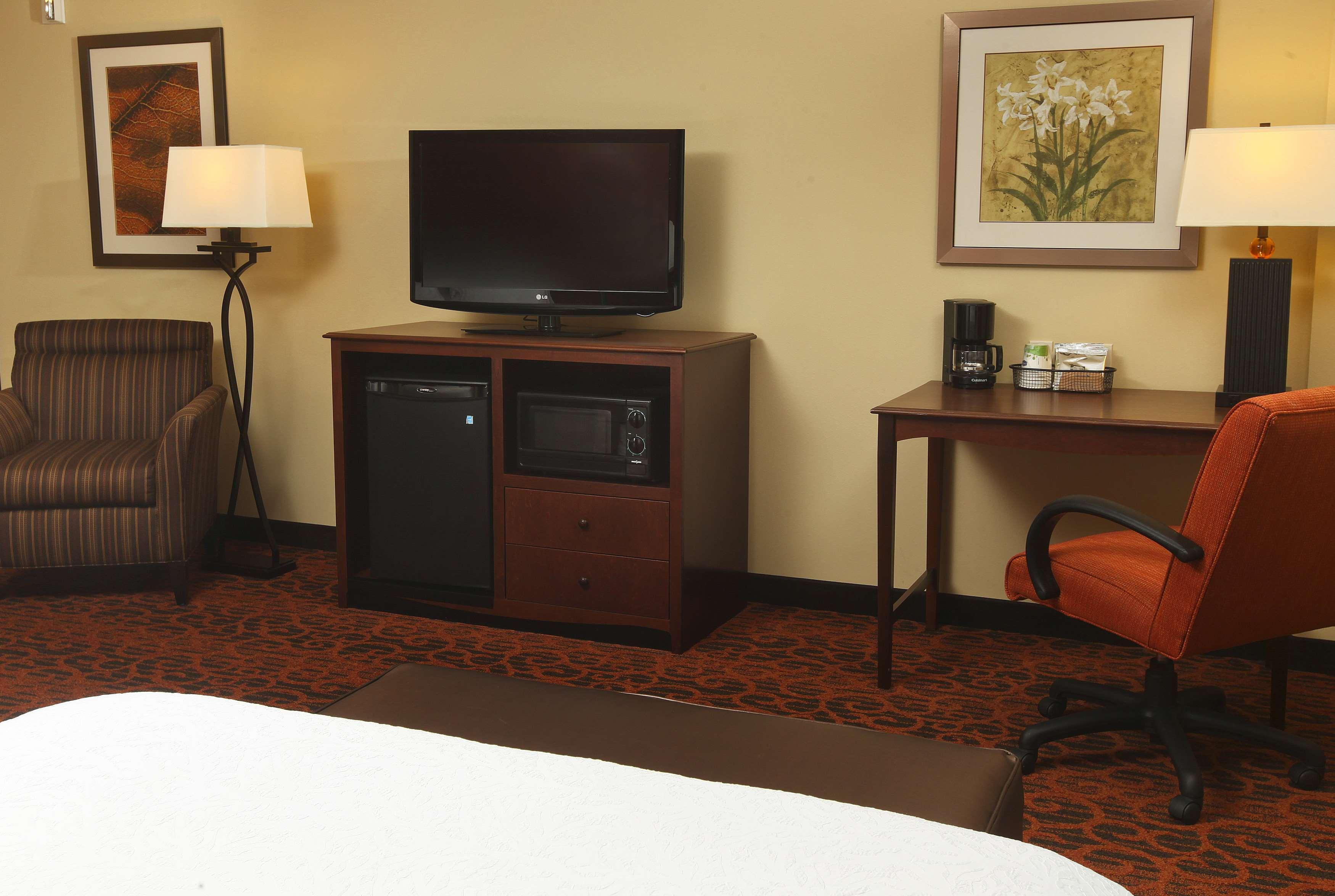 Hampton Inn & Suites Fargo image 21