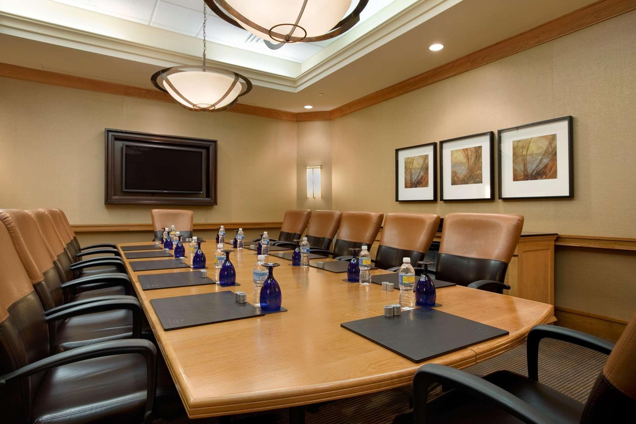 Hilton Chicago/Oak Brook Suites image 25