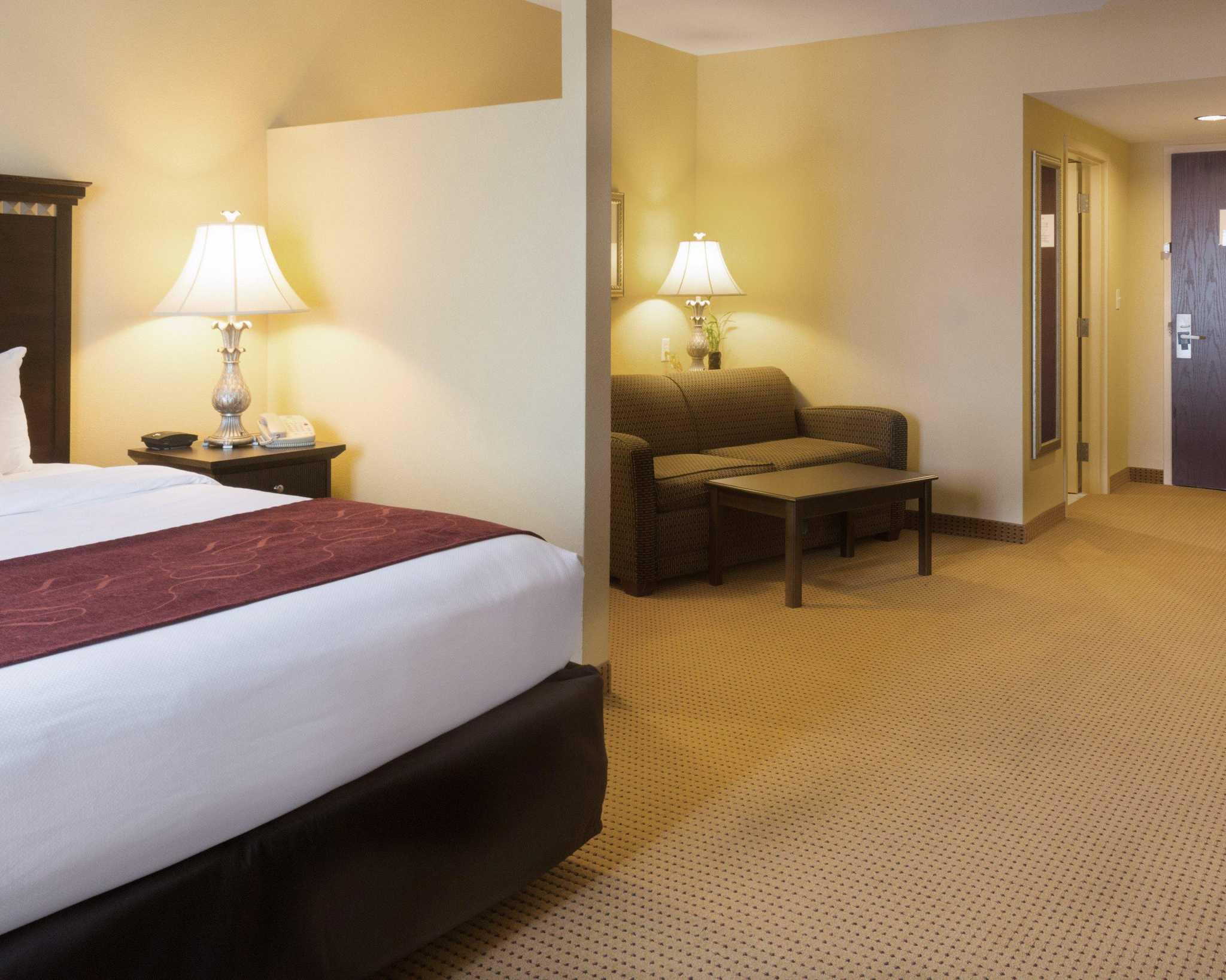 Comfort Suites Fredericksburg North image 21