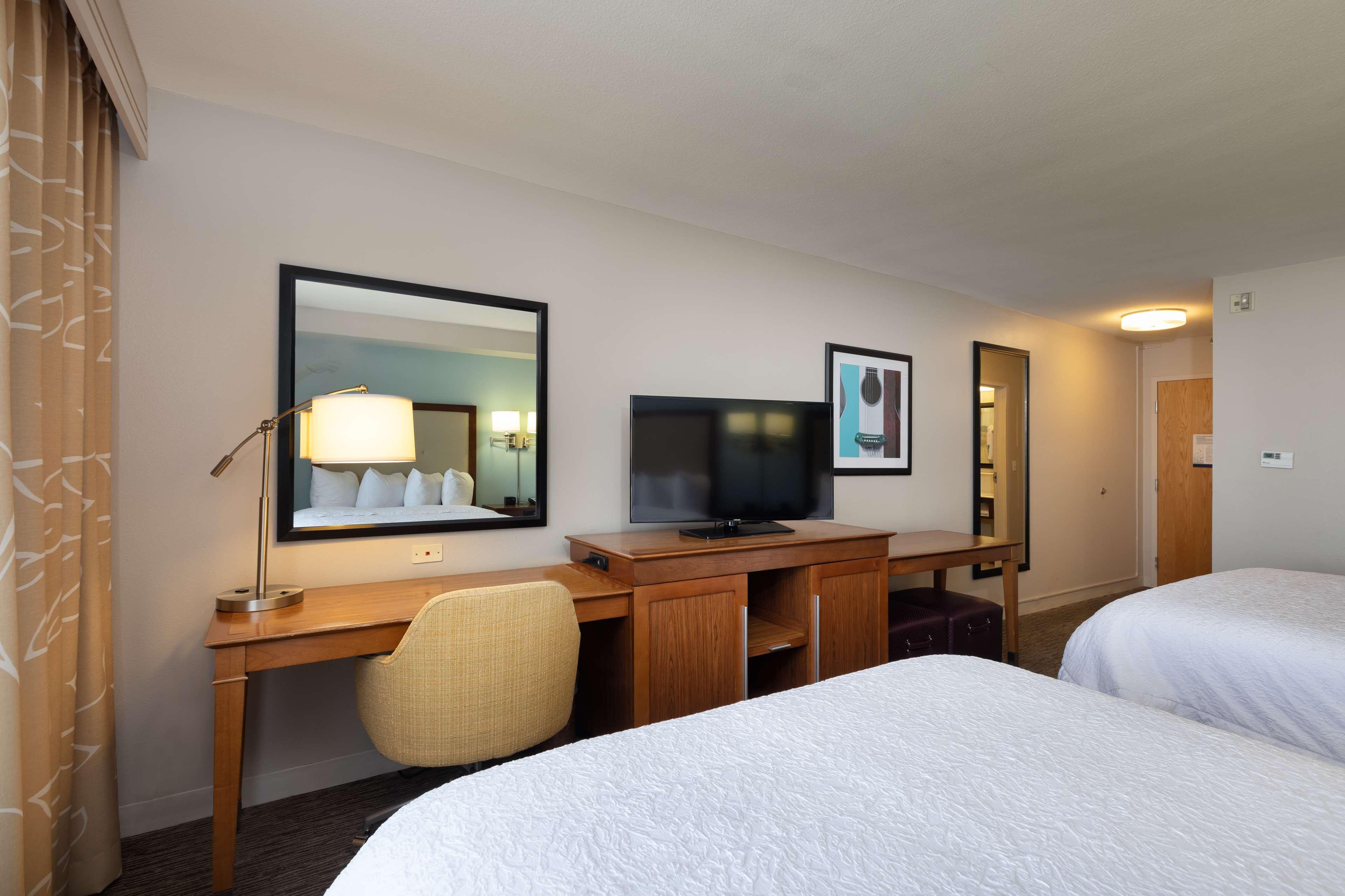 Hampton Inn & Suites Austin-Airport image 40