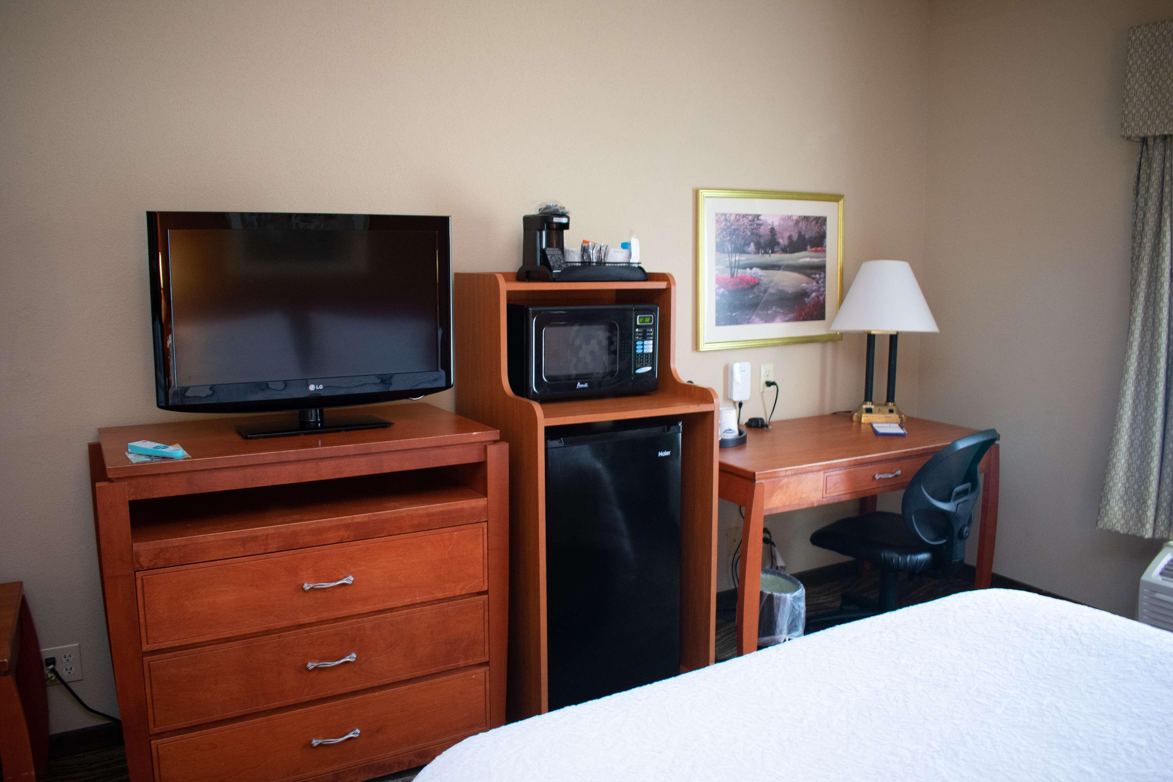 Hampton Inn & Suites Augusta West image 25