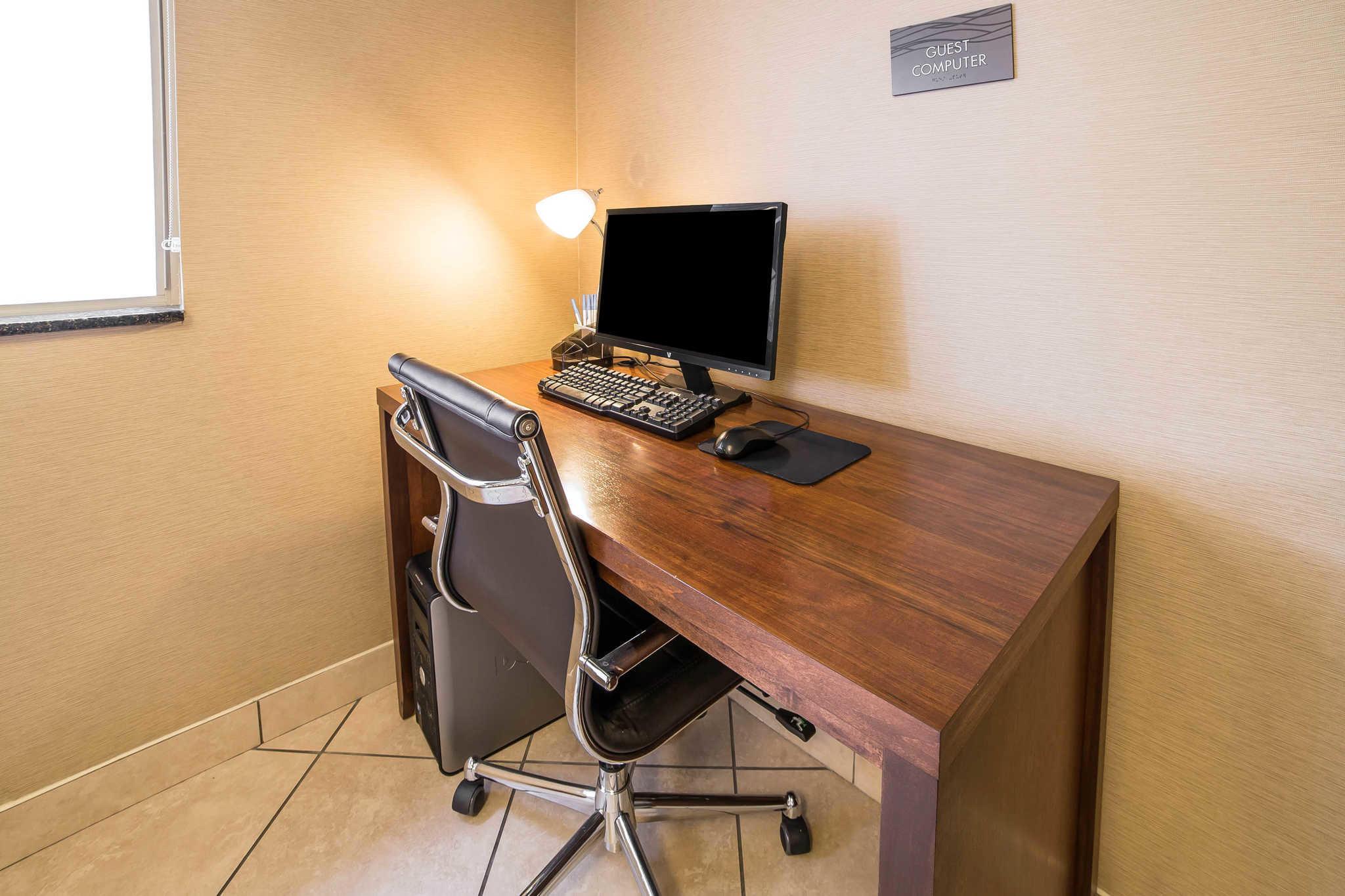 Comfort Inn & Suites image 27