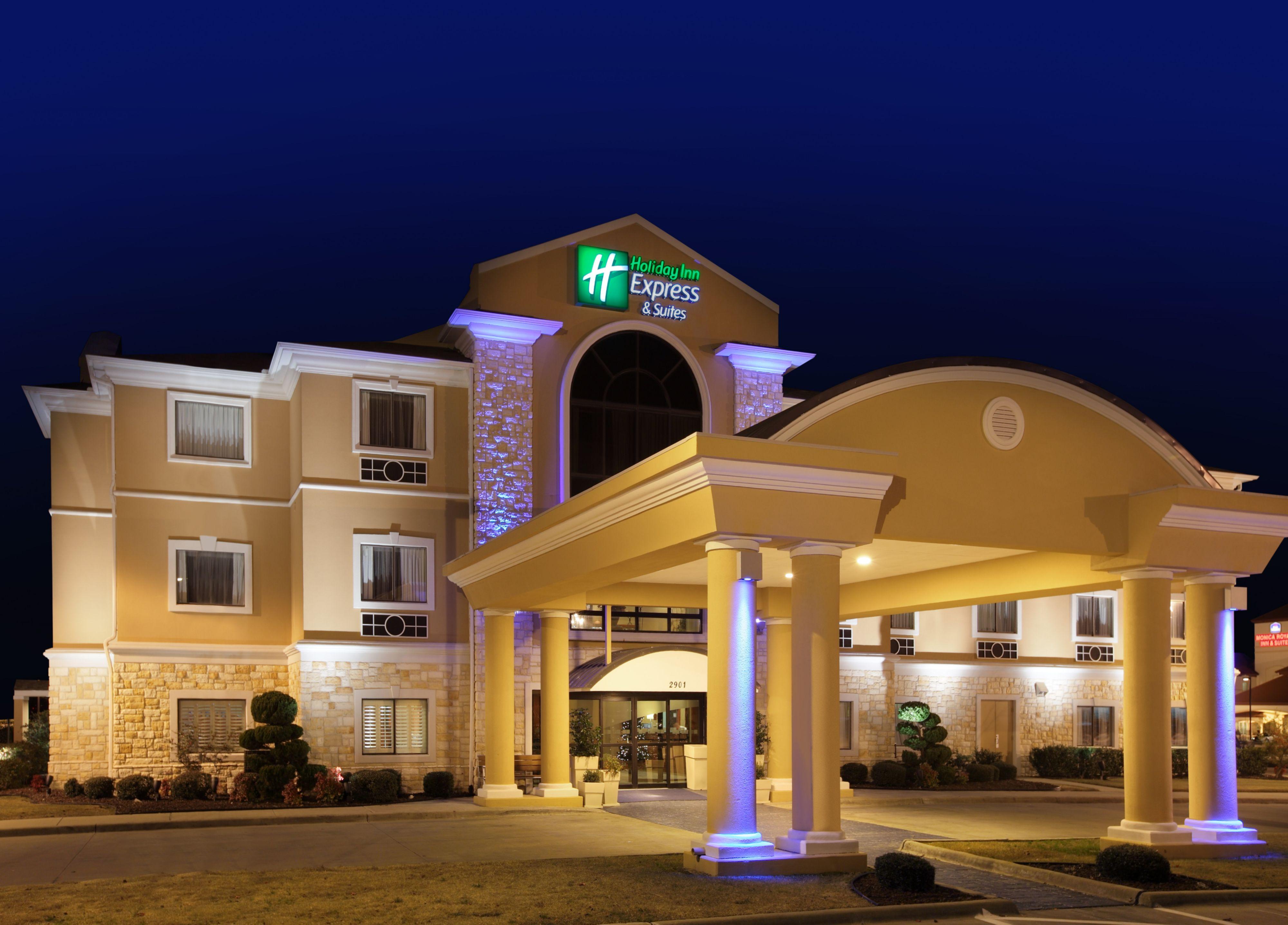 Holiday Inn Express & Suites Greensburg image 0