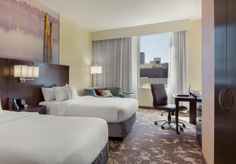 Http Www Marriott Com Hotels Travel Pdxpc Courtyard Portland City Center