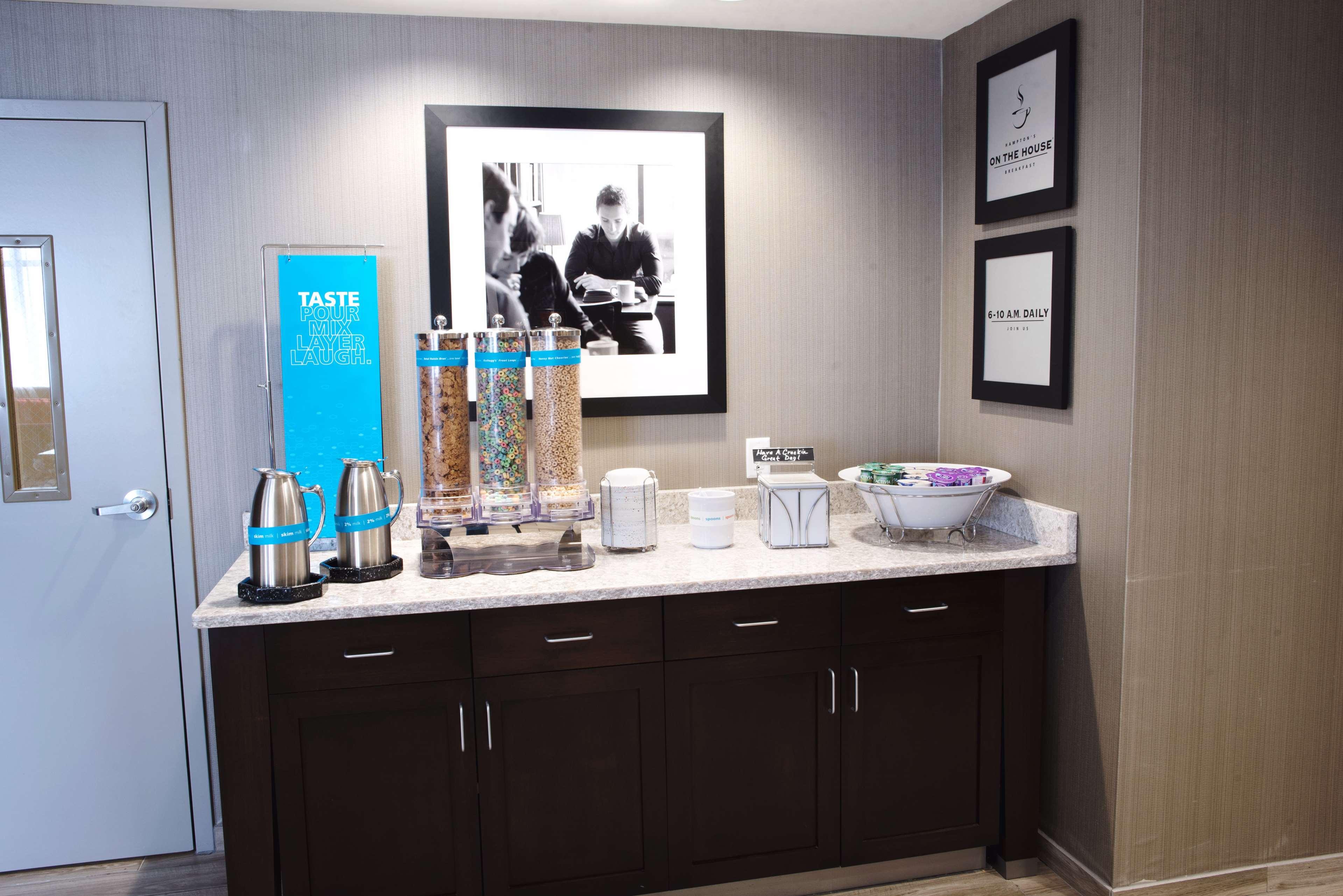 Hampton Inn & Suites Des Moines/Urbandale image 14