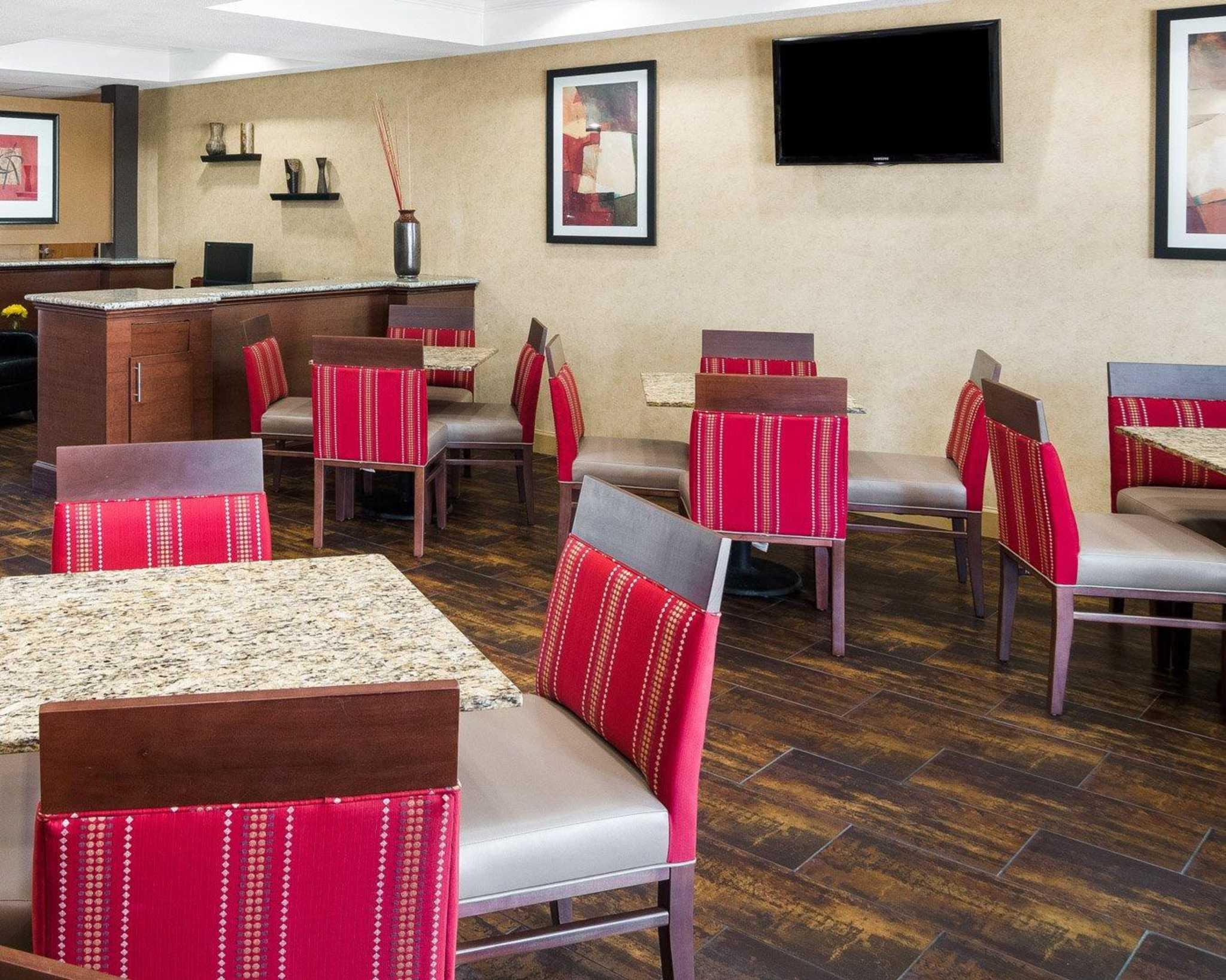 Comfort Suites Las Colinas Center image 15
