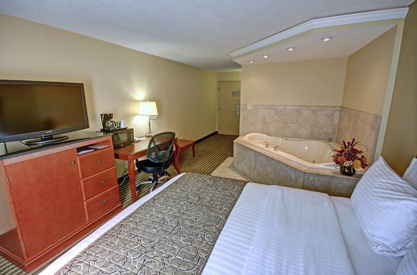 Queen Jacuzzi® Room