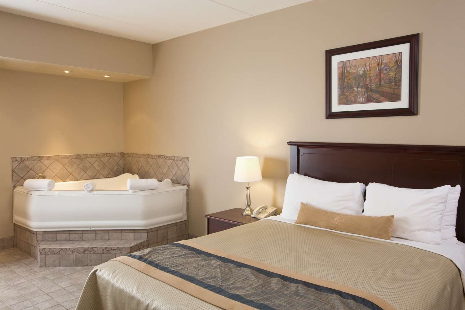 Best Western Laval-Montreal à Laval: Whirlpool Suite King