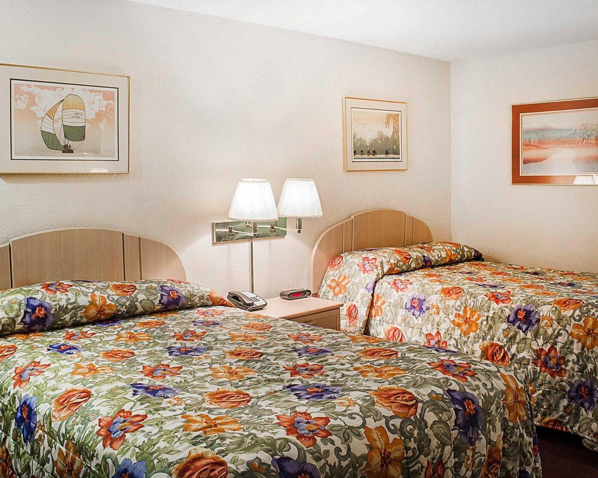 Rodeway Inn image 4