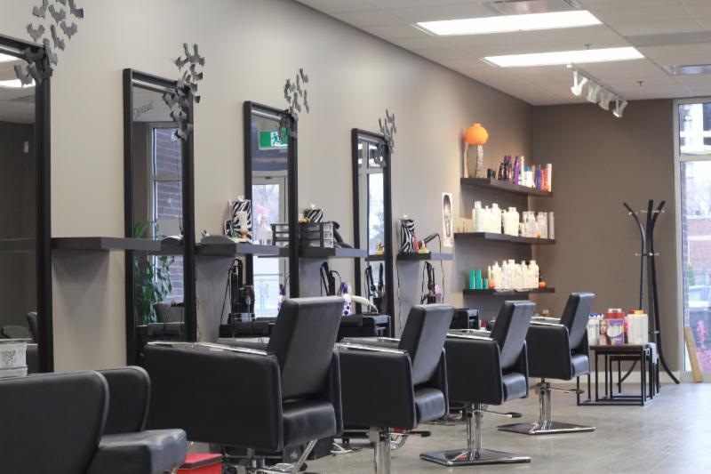 Hot on top salon regina sk ourbis for 306 salon regina