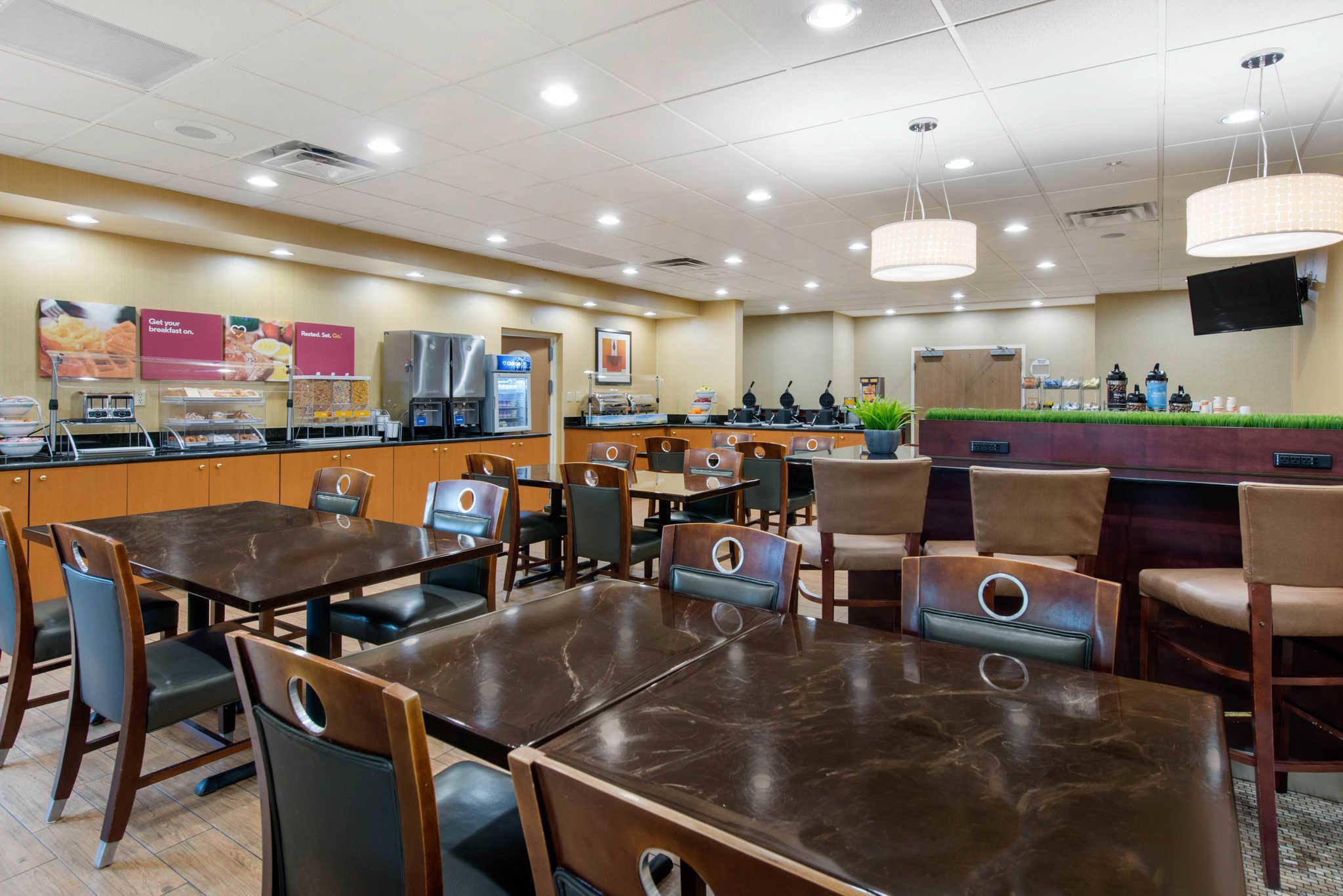 Comfort Suites Near Universal Orlando Resort image 20