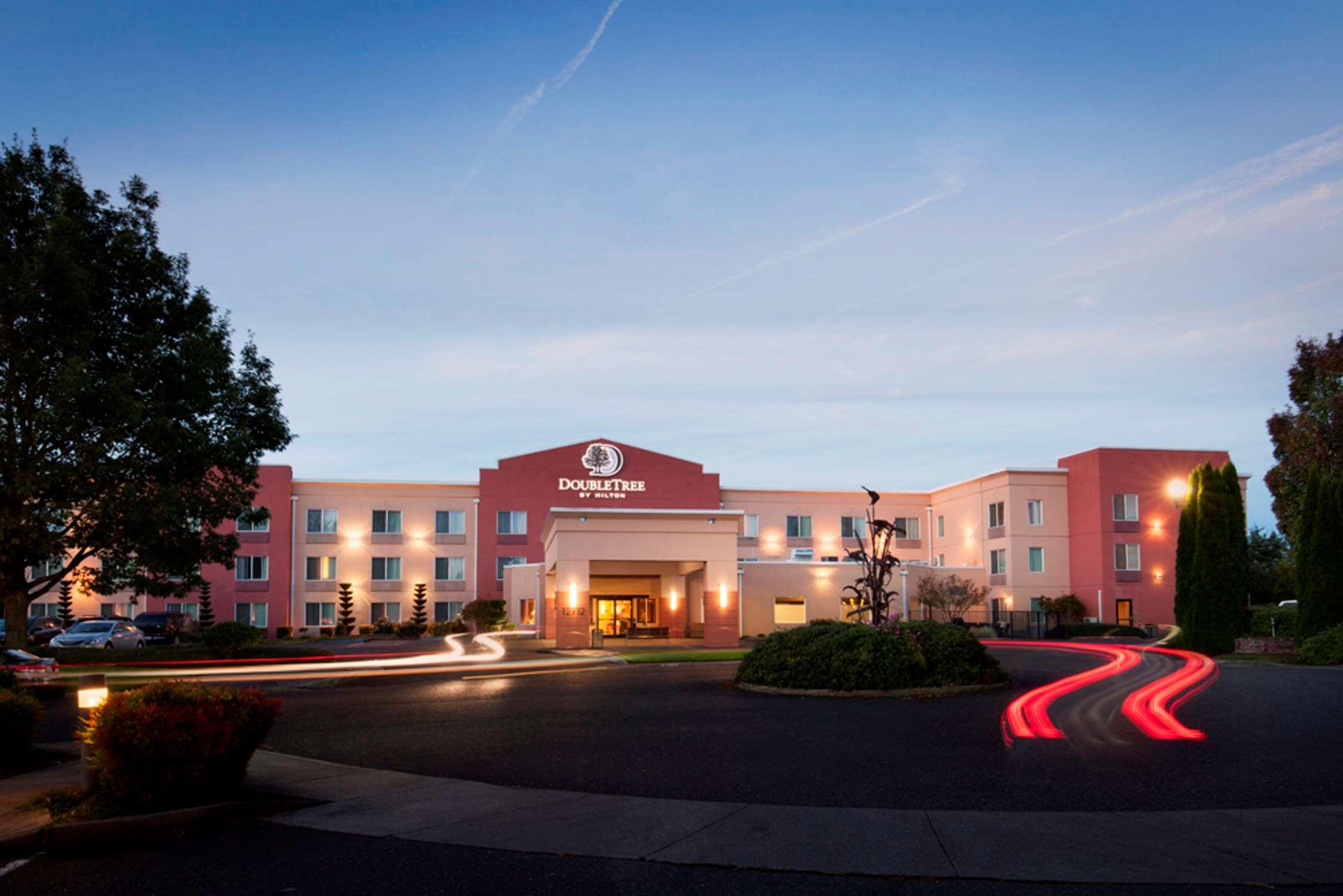 DoubleTree by Hilton Hotel Vancouver, Washington image 0
