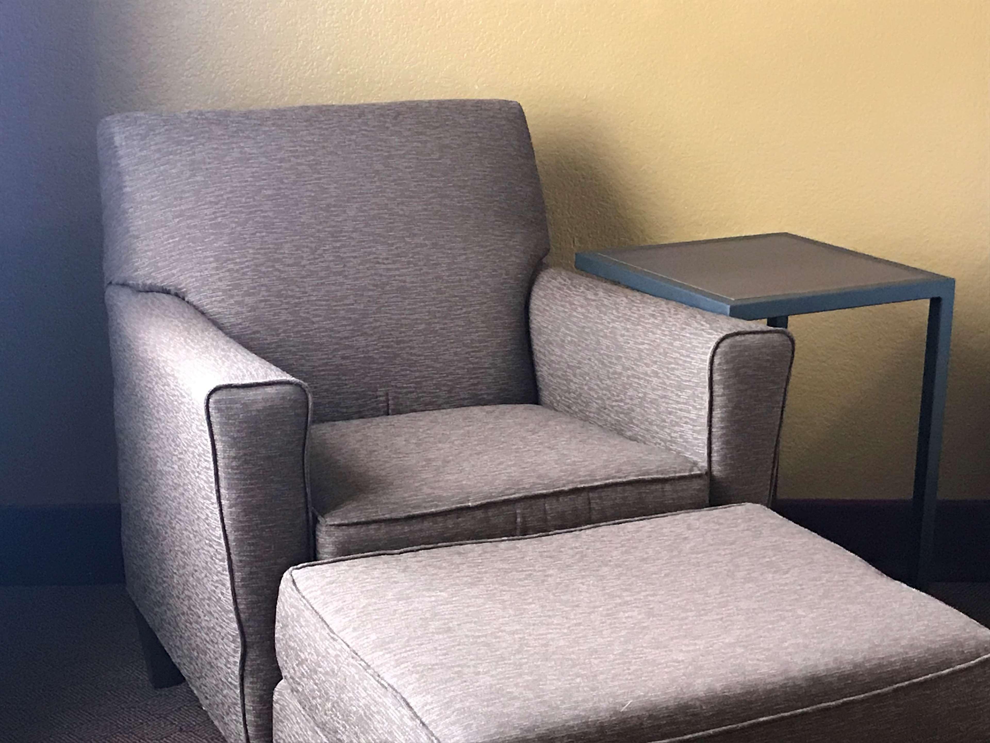 Chair/Ottoman.