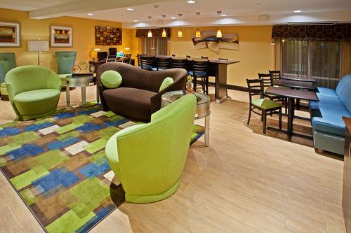 Holiday Inn Express Bowling Green image 2
