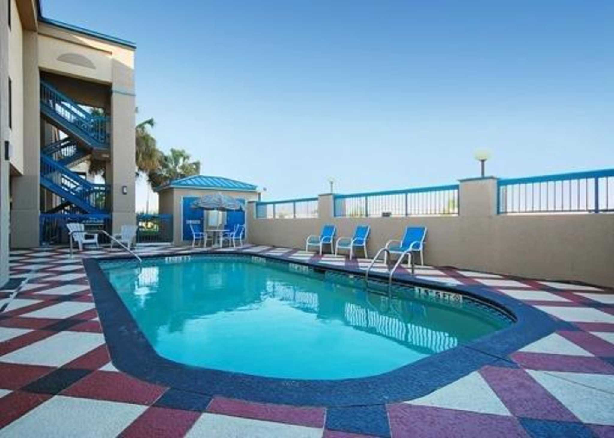 Quality Inn & Suites Ft. Jackson Maingate image 20