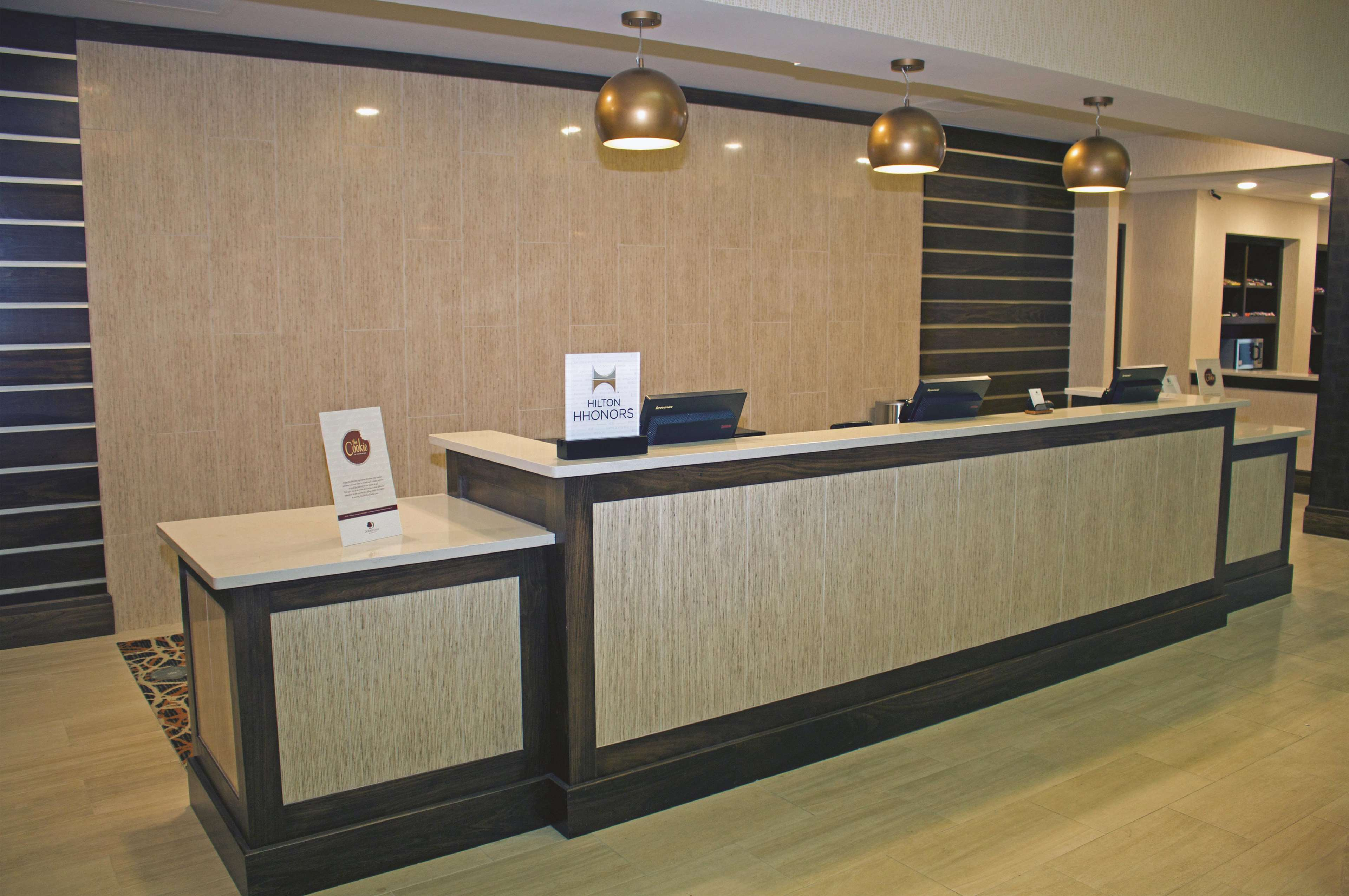 DoubleTree by Hilton Hotel Norfolk Airport image 3