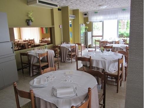 Ristorante san crispino ristoranti porto sant 39 elpidio - Ristorante il giardino porto sant elpidio ...