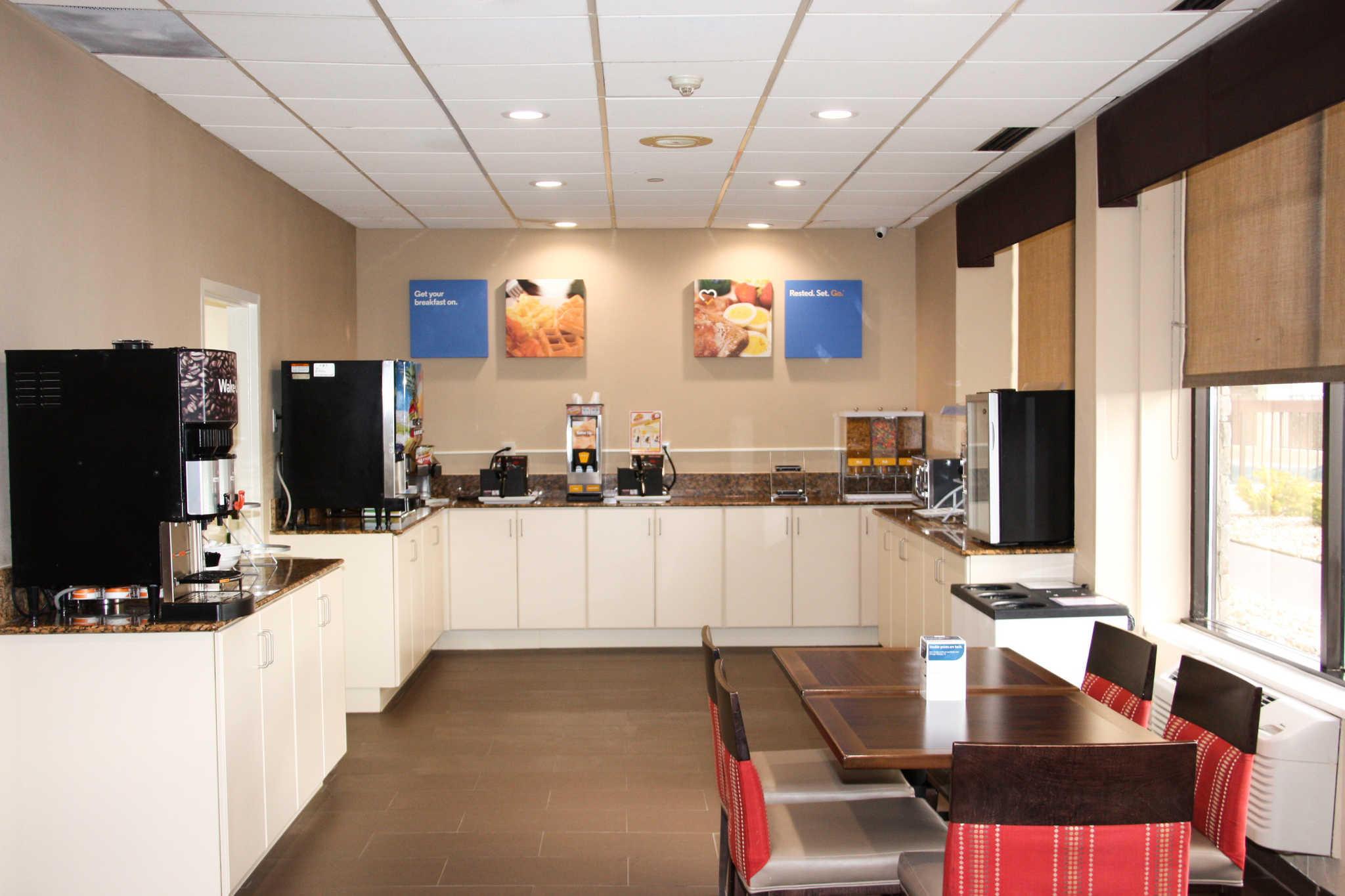 Comfort Inn & Suites Duke University-Downtown image 27