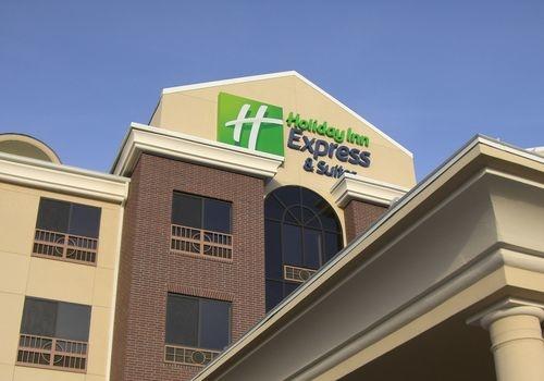 Holiday Inn Express & Suites Saint Robert - Leonard Wood image 0