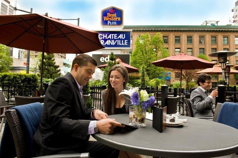 Best Western Plus Chateau Granville Hotel & Suites & Conference Ctr. in Vancouver: Edge Social Grille & Lounge Patio