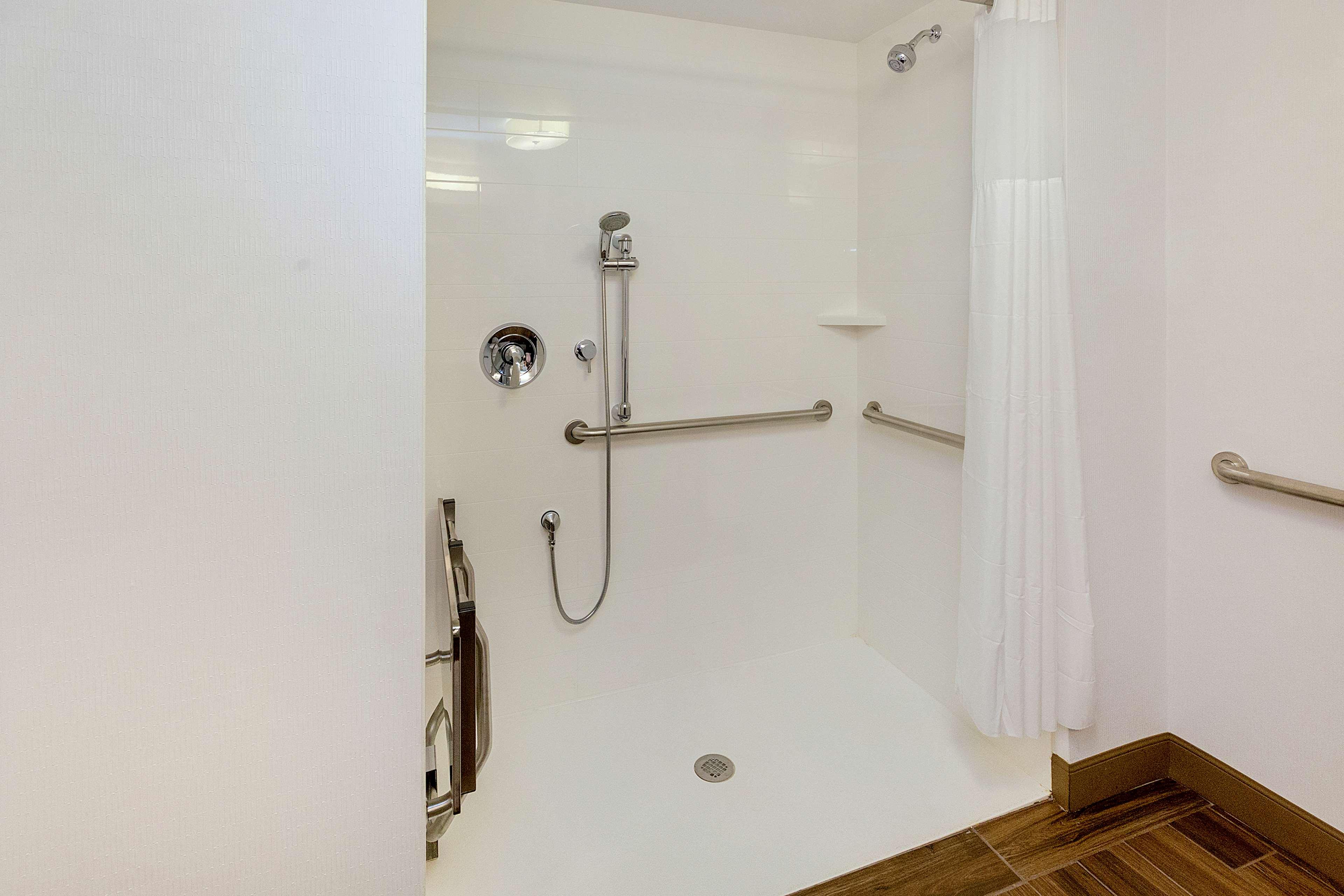 Hampton Inn & Suites Morgantown / University Town Centre image 19