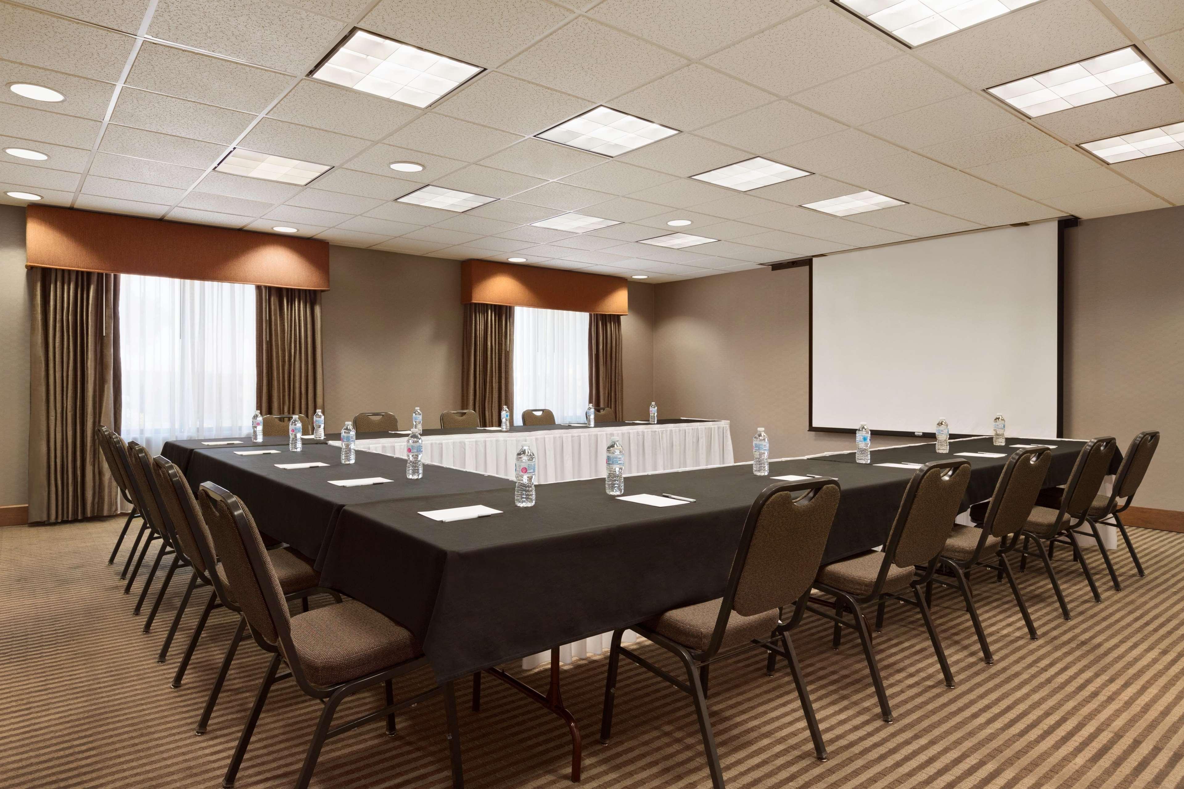 Hampton Inn & Suites Phoenix Glendale-Westgate image 35