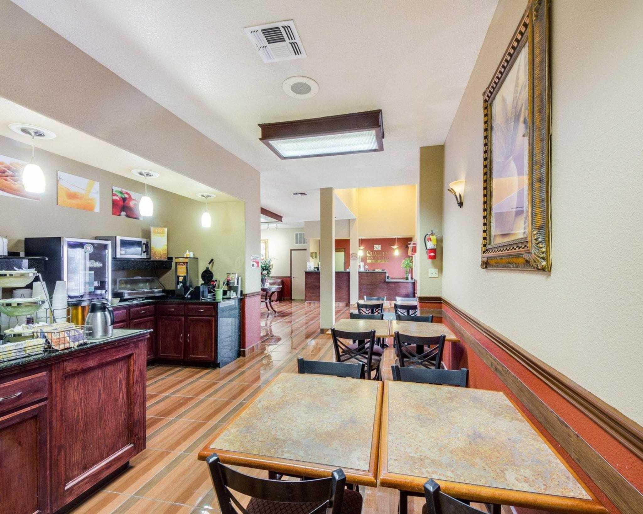 Quality Inn & Suites Eagle Pass image 18