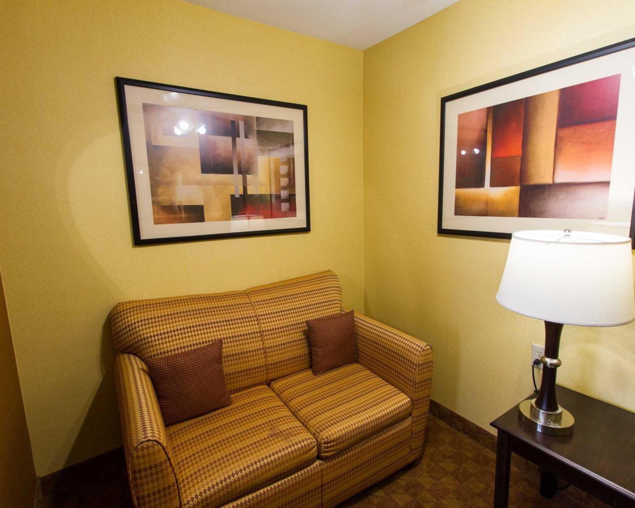 Comfort Suites Phoenix Airport image 23