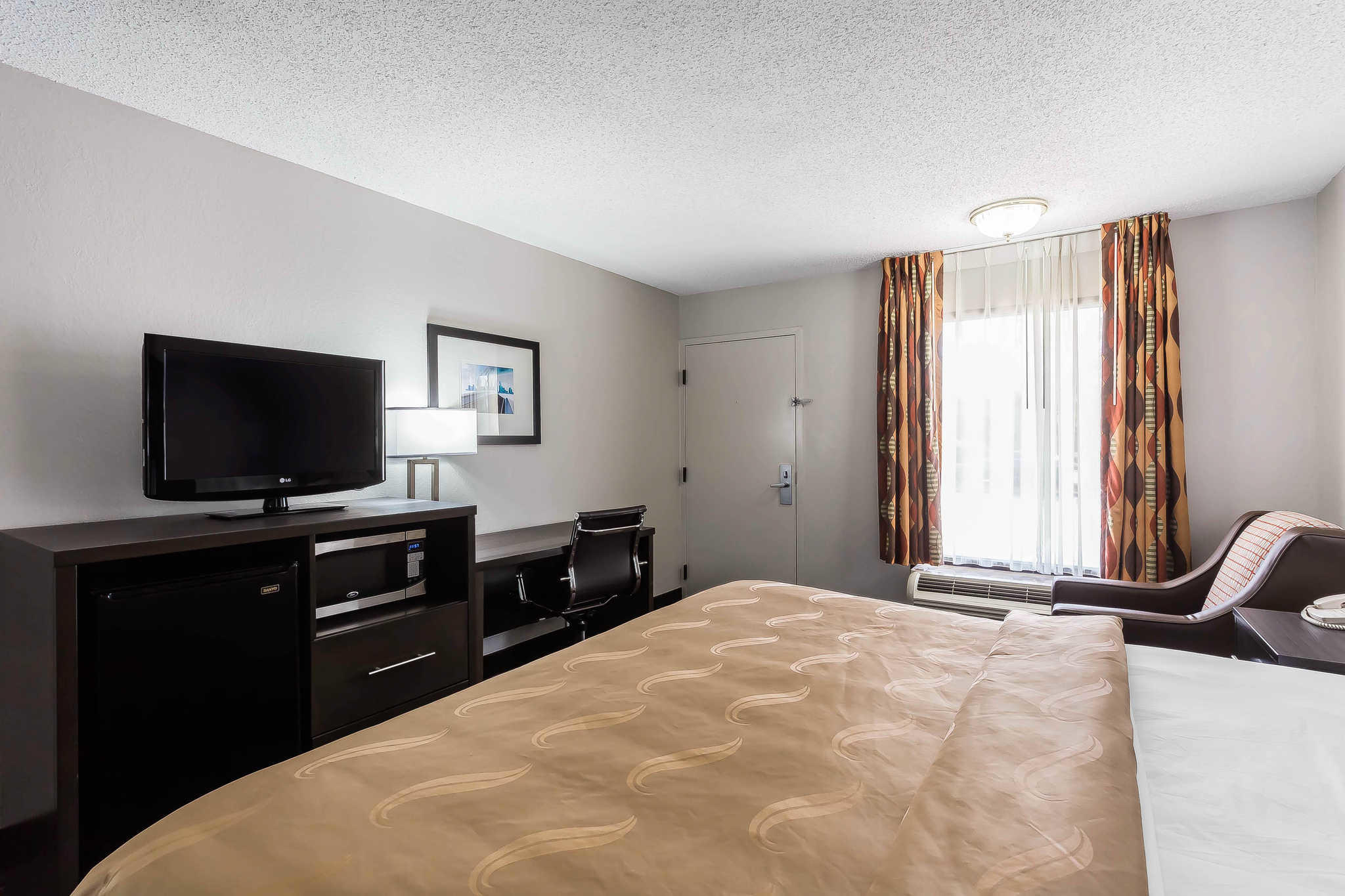 Quality Inn & Suites Mooresville-Lake Norman image 12