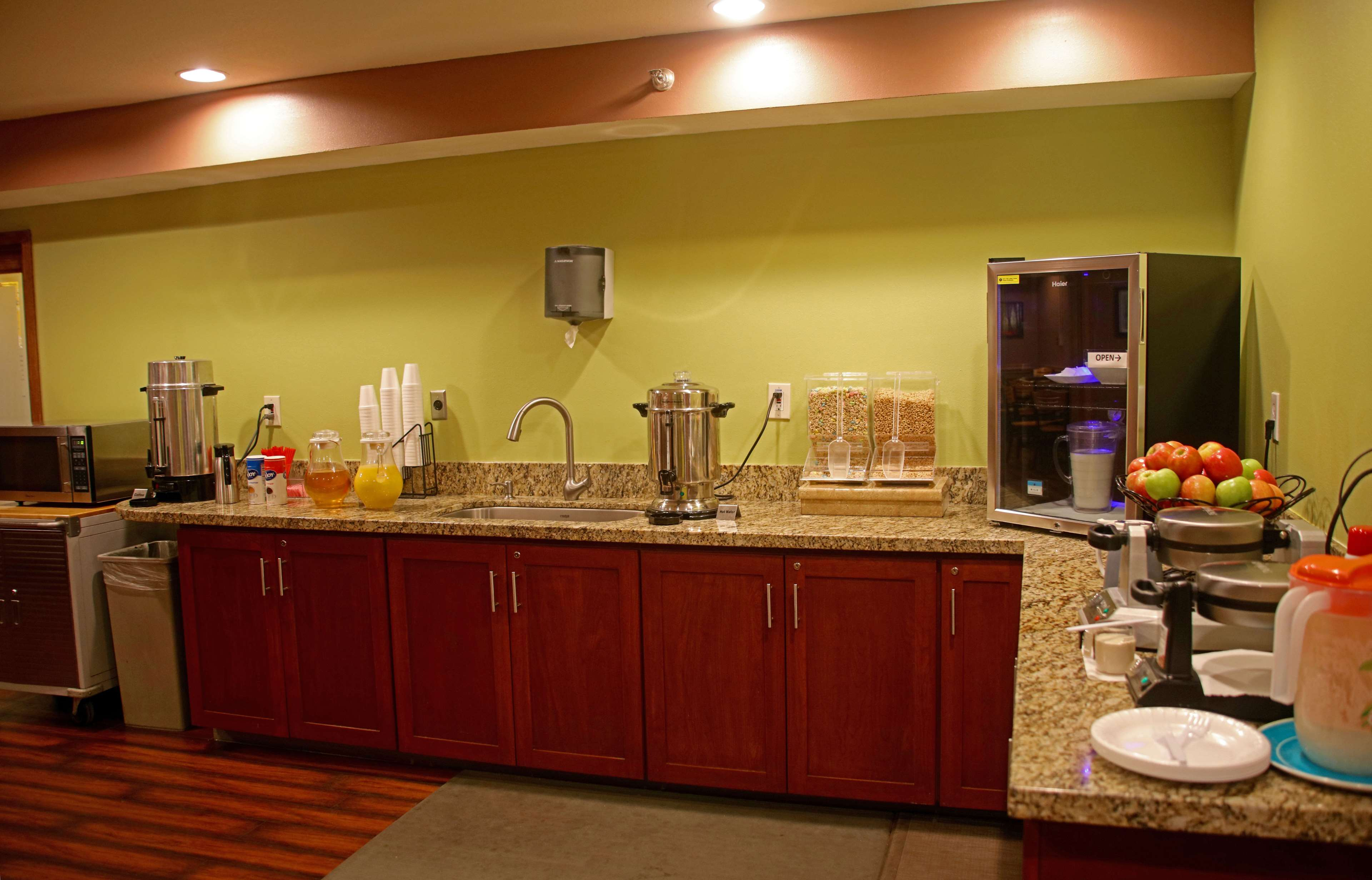 Americas Best Value Inn-Executive Suites / Airport Anchorage image 23