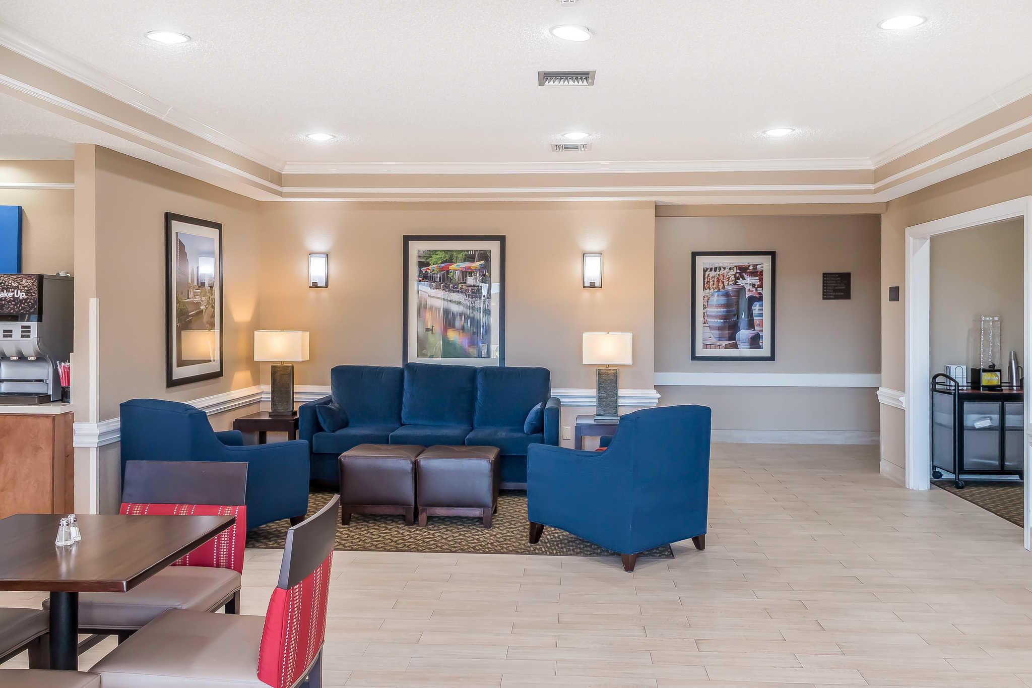 Comfort Inn I-10 EAST Near AT&T Center image 3