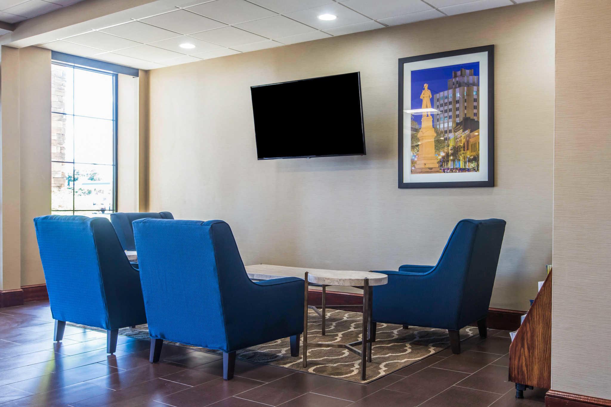Comfort Inn & Suites West image 3