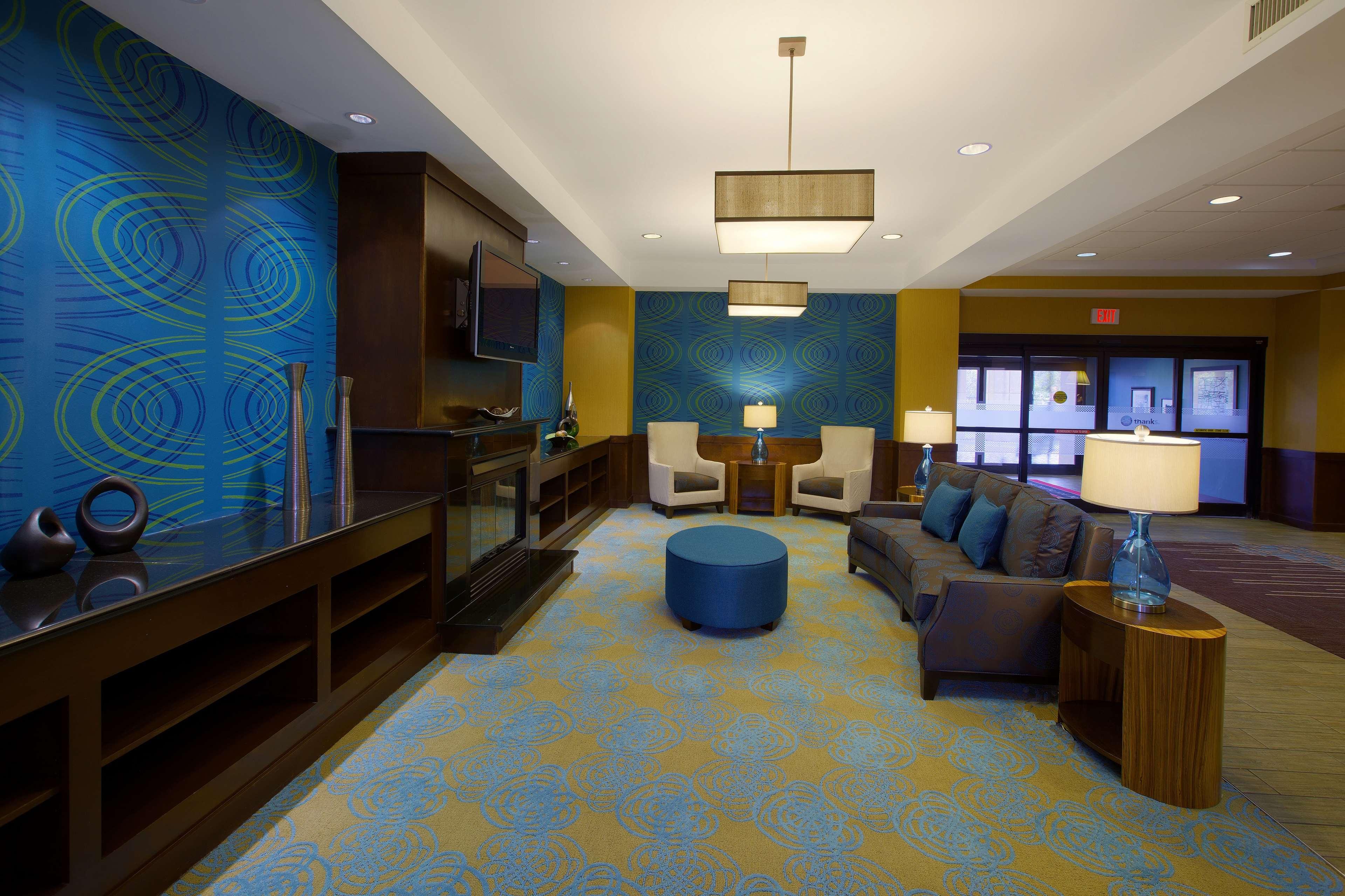 Hampton Inn & Suites Burlington image 2