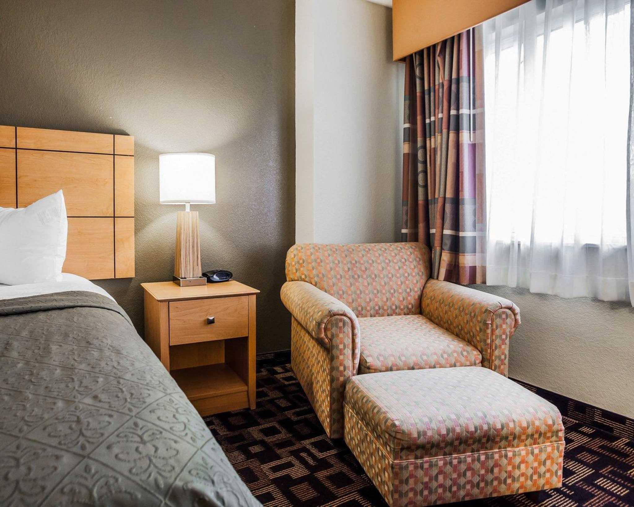 Quality Inn & Suites Des Moines Airport image 9