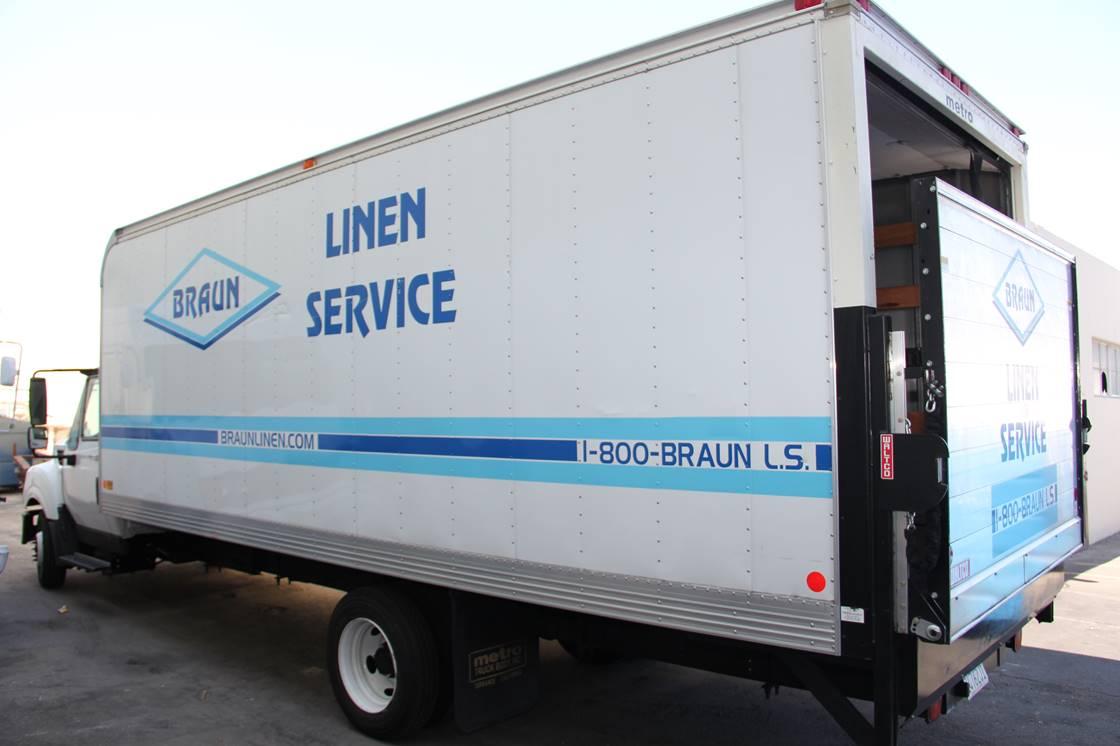 Braun Linen Service image 0