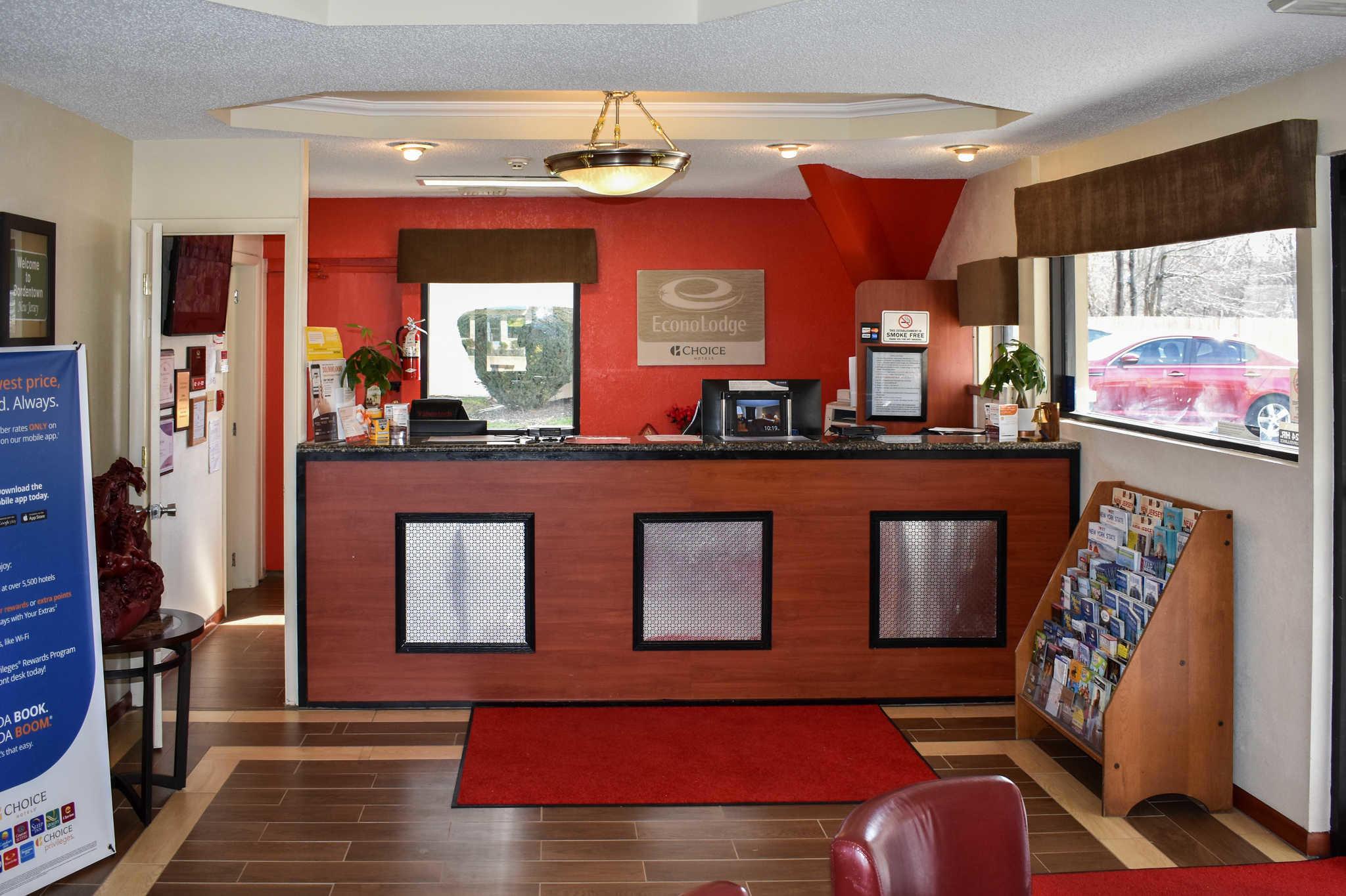 Econo Lodge Inn & Suites - Closed image 9
