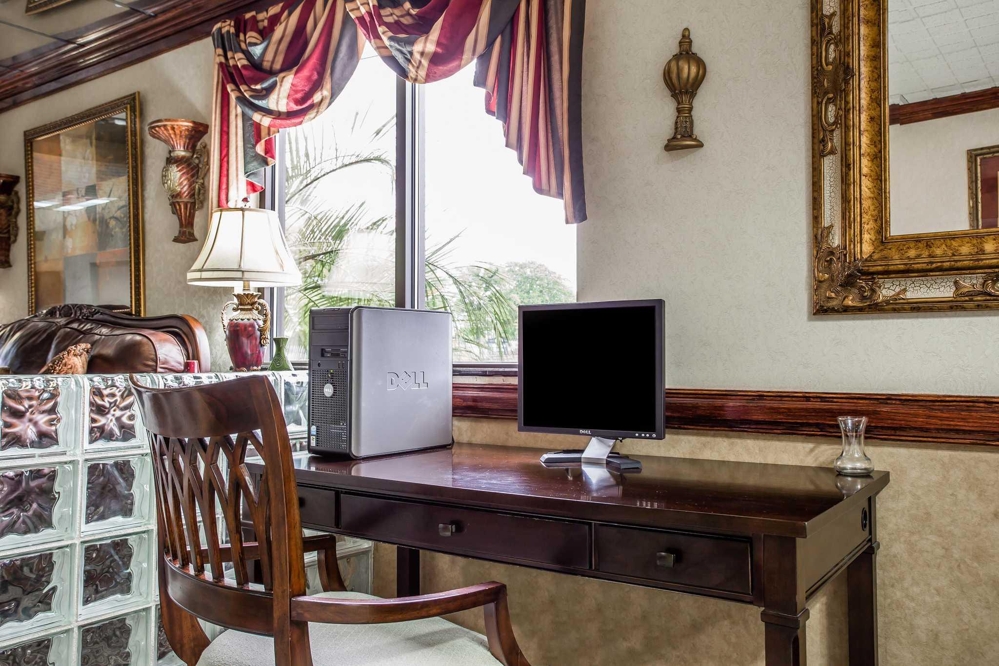 Quality Inn & Suites Ft. Jackson Maingate image 31