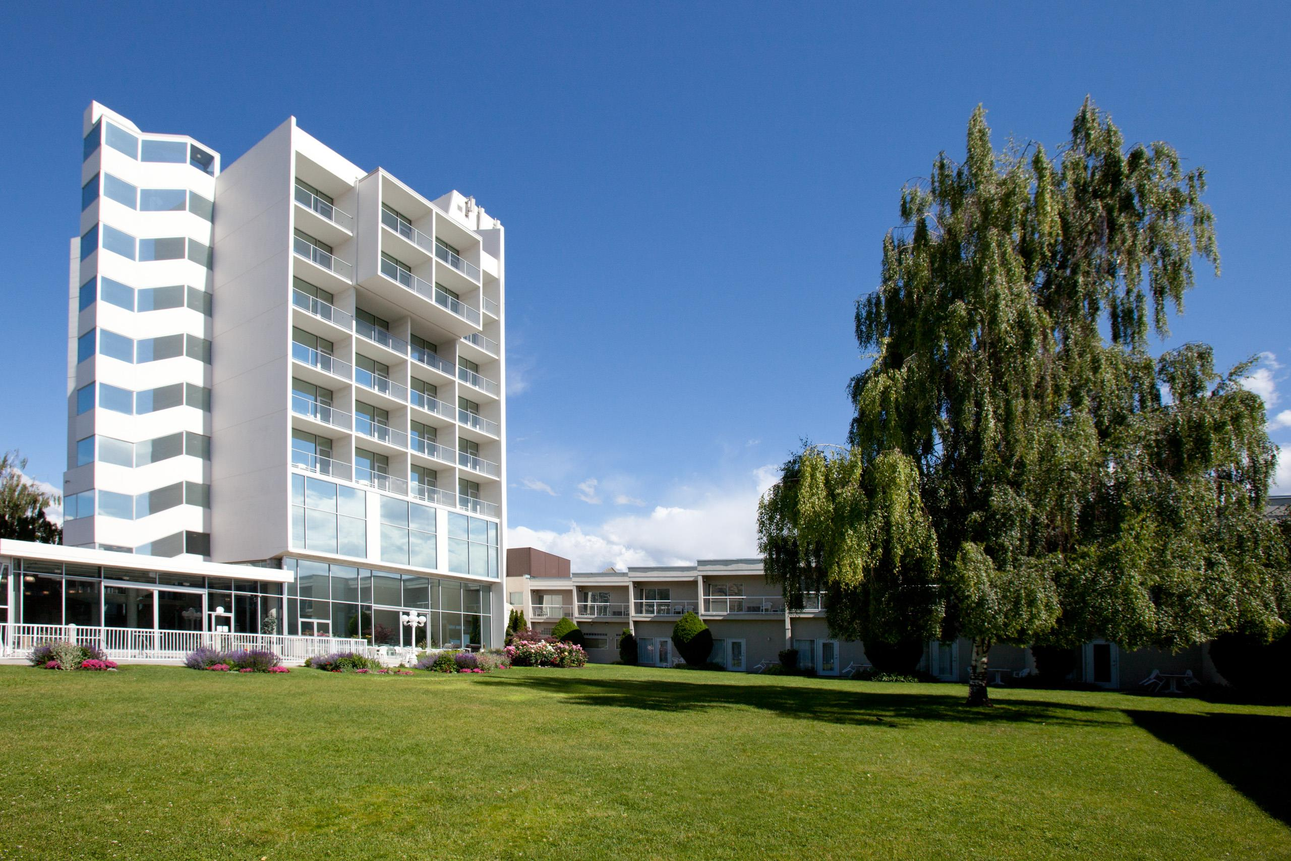 Best Western Plus Kelowna Hotel & Suites in Kelowna: Hotel Courtyard