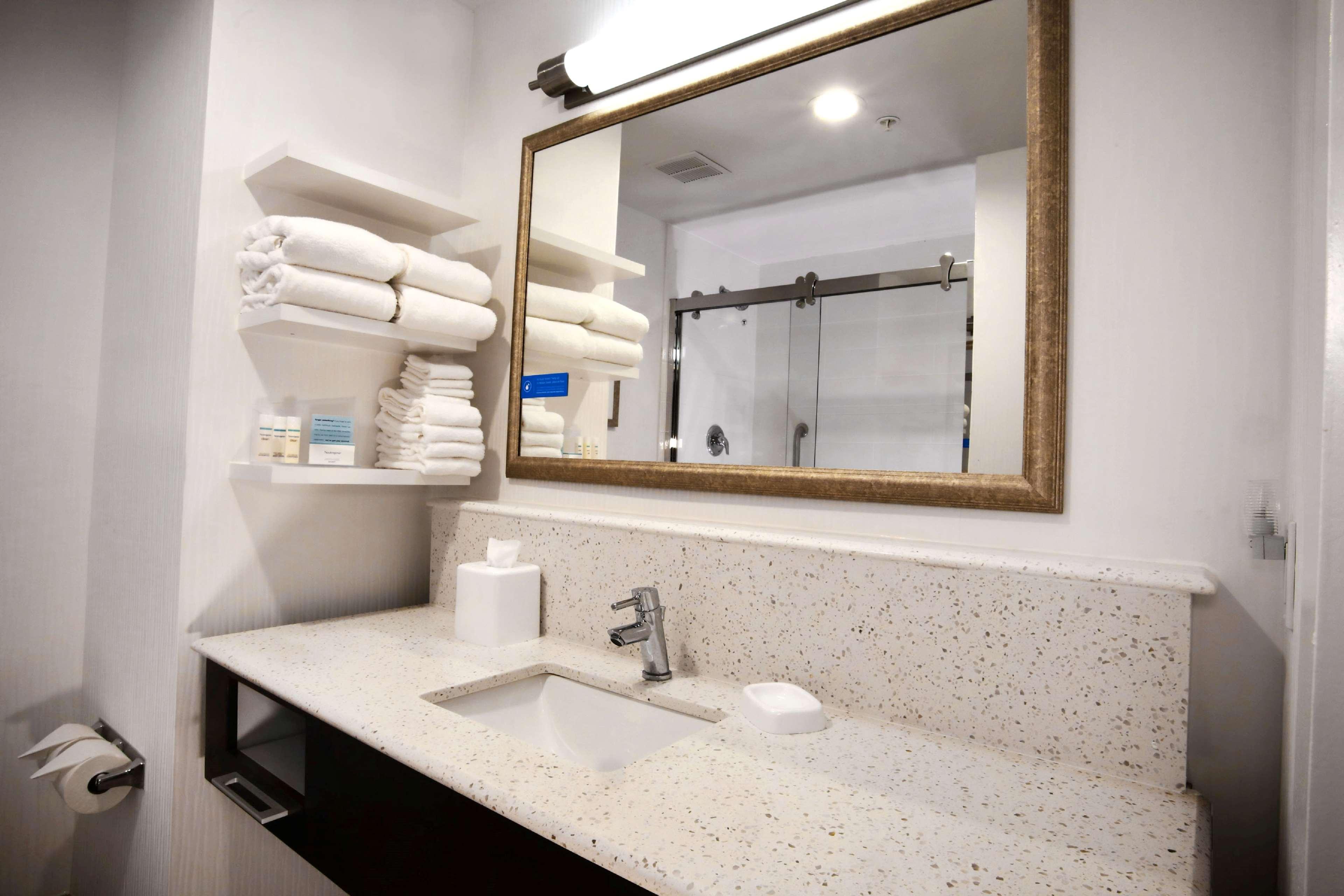 Hampton Inn & Suites Baltimore/Aberdeen image 27